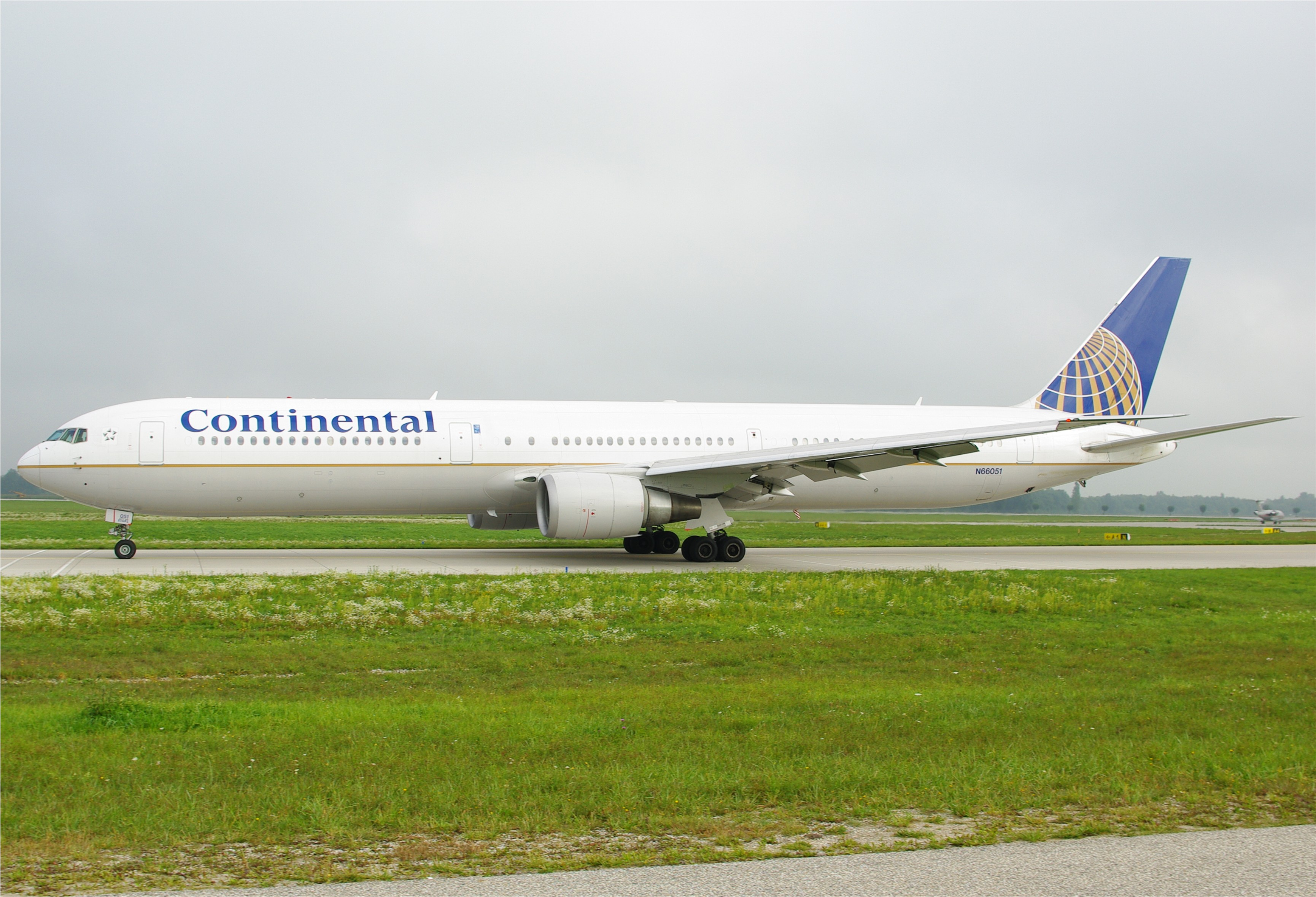 continental airlines flying high with its A boeing 757 jet operated by continetnal airlines an increasing number of flights flying west across the atlantic are having to make stops for fuel due to high.