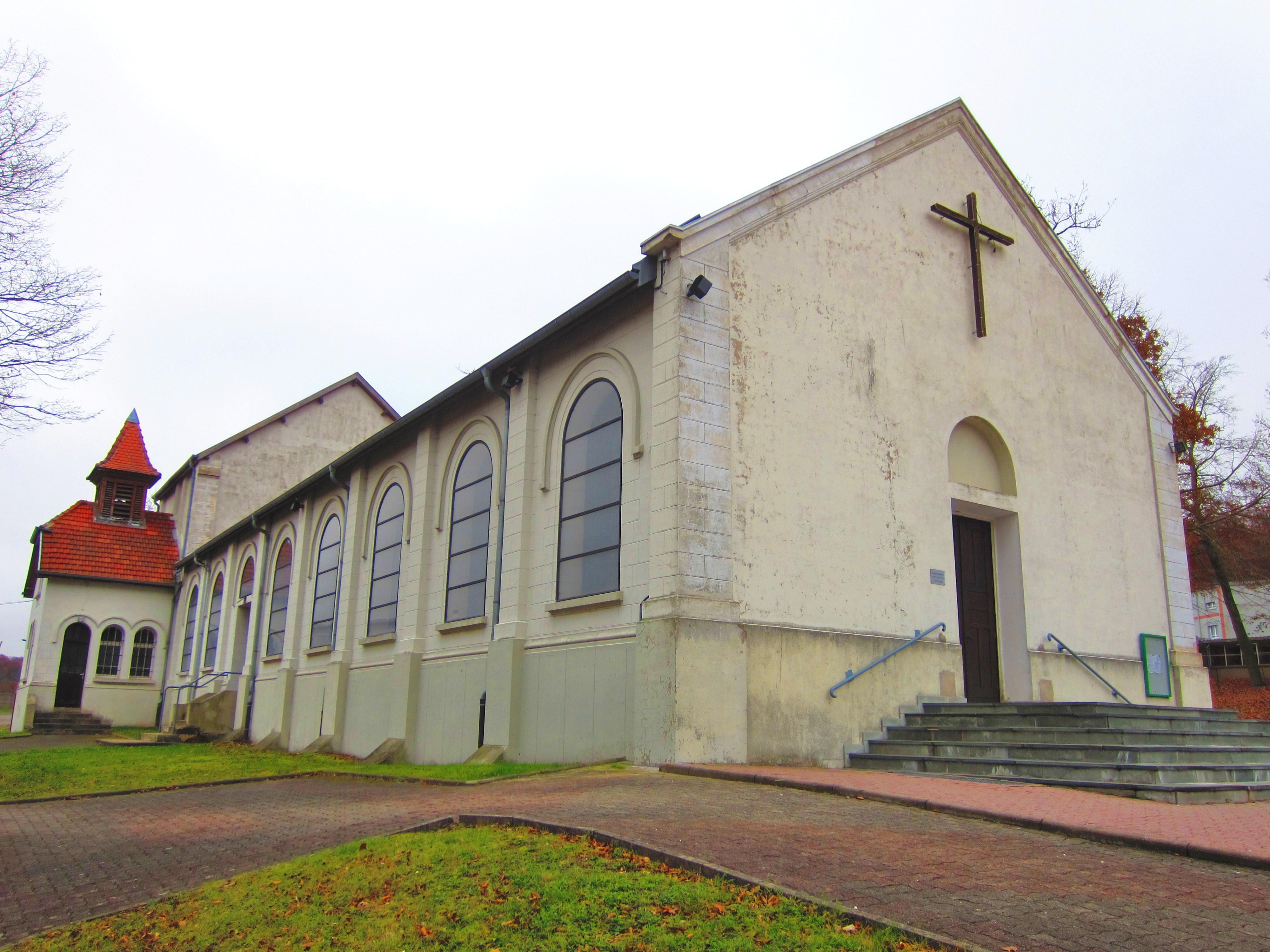 fichier:eglise cite jeanne arc saint avold — wikipédia