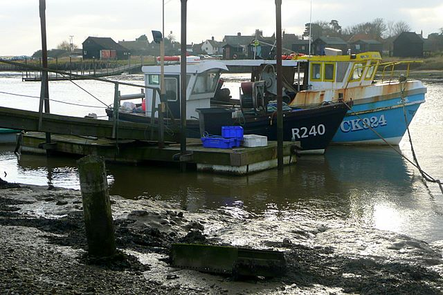 Fishing boats at Southwold Harbour - geograph.org.uk - 1104247