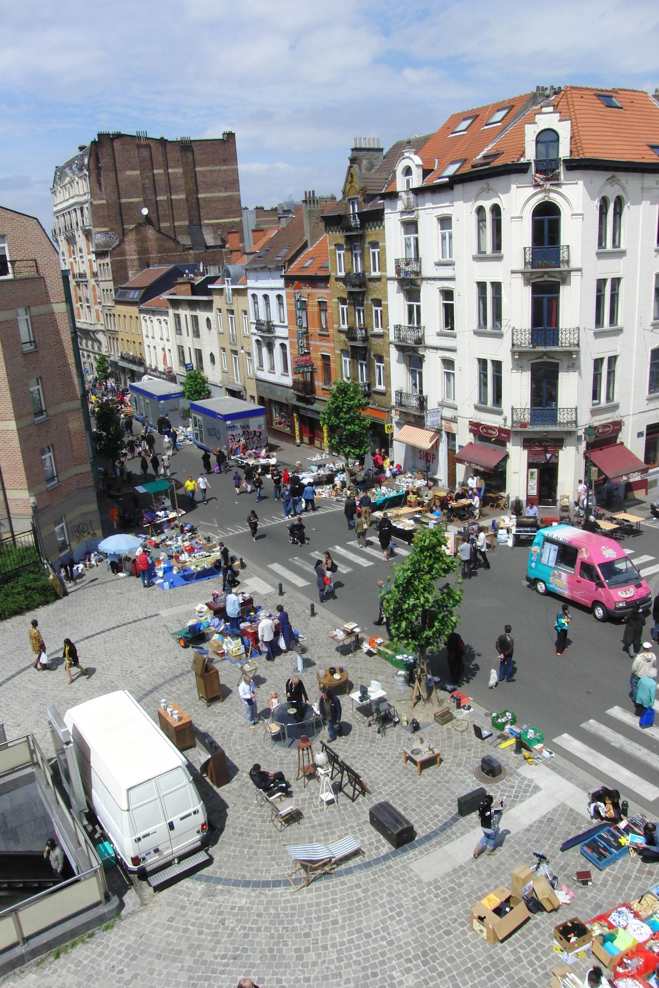 File flea market on chauss e de waterloo brussels jpg - Garage chaussee de bruxelles dampremy ...
