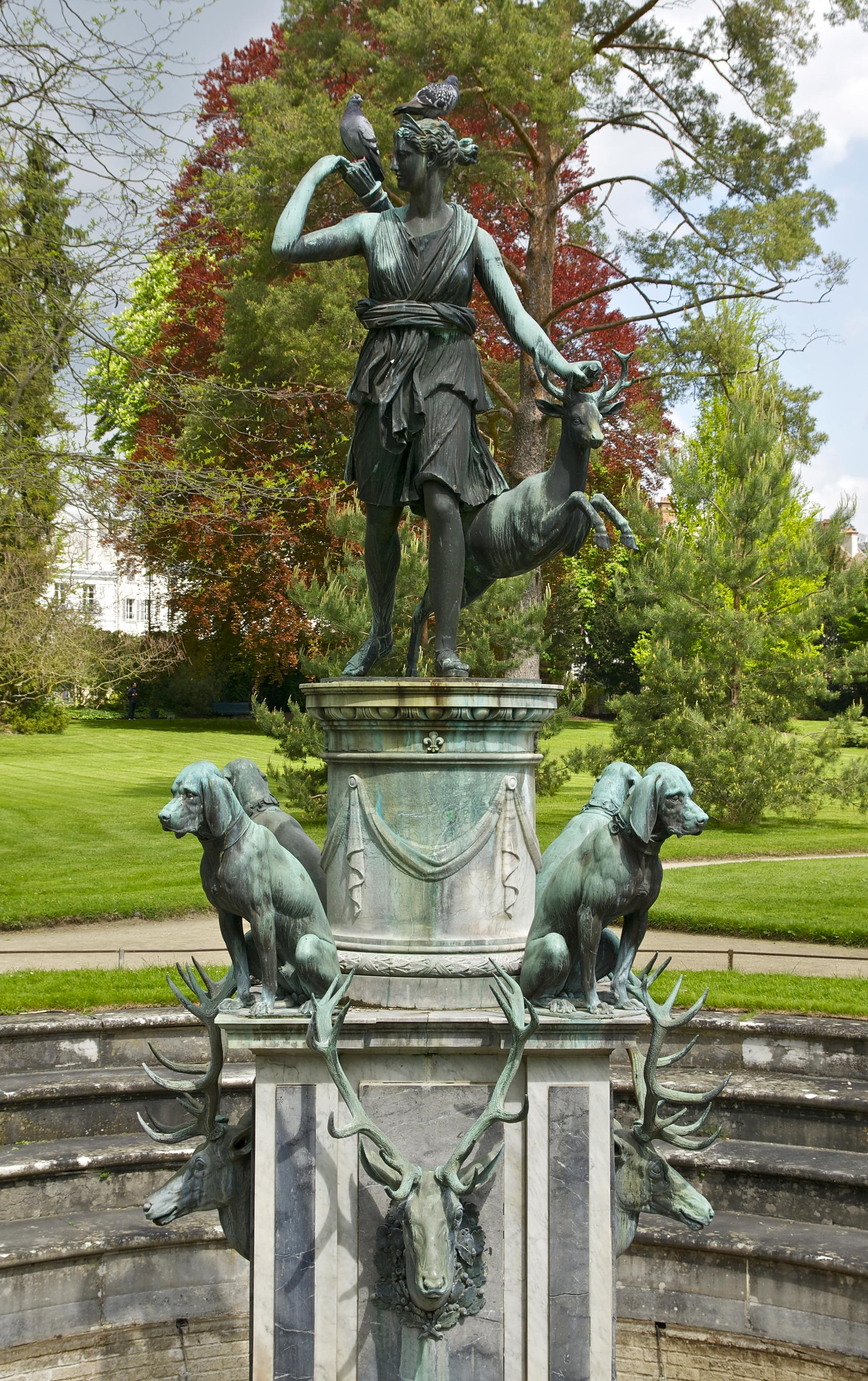 File Fontaine jardin de Diane Fontainebleau Wikimedia mons