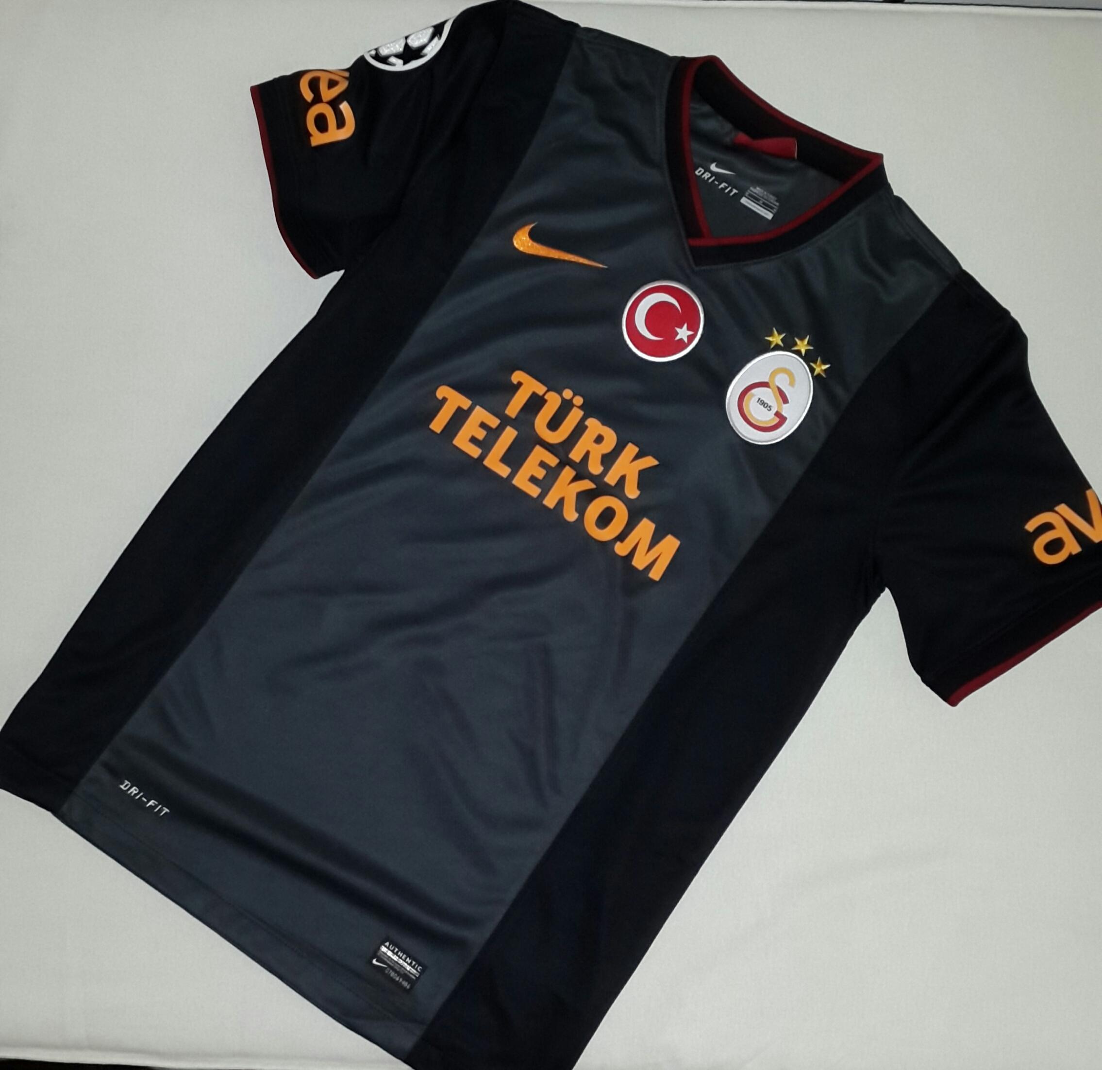 online store f0824 7f911 File:Galatasaray Away Kit 2013-14.jpg - Wikimedia Commons