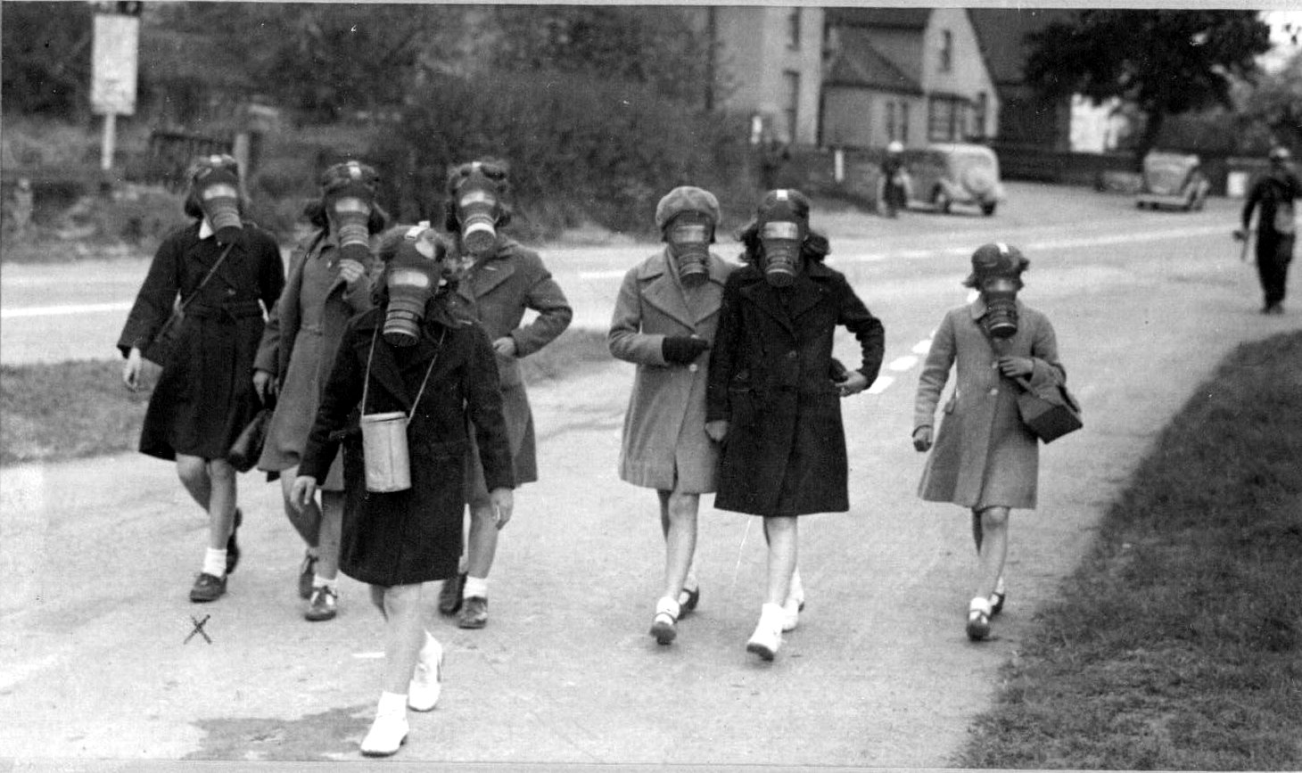 Http Commons Wikimedia Org Wiki File Gas Mask Practice Hallow School 1940s Jpg