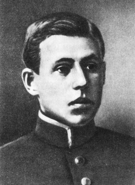 https://upload.wikimedia.org/wikipedia/commons/3/34/GeorgiiMaslov.jpg