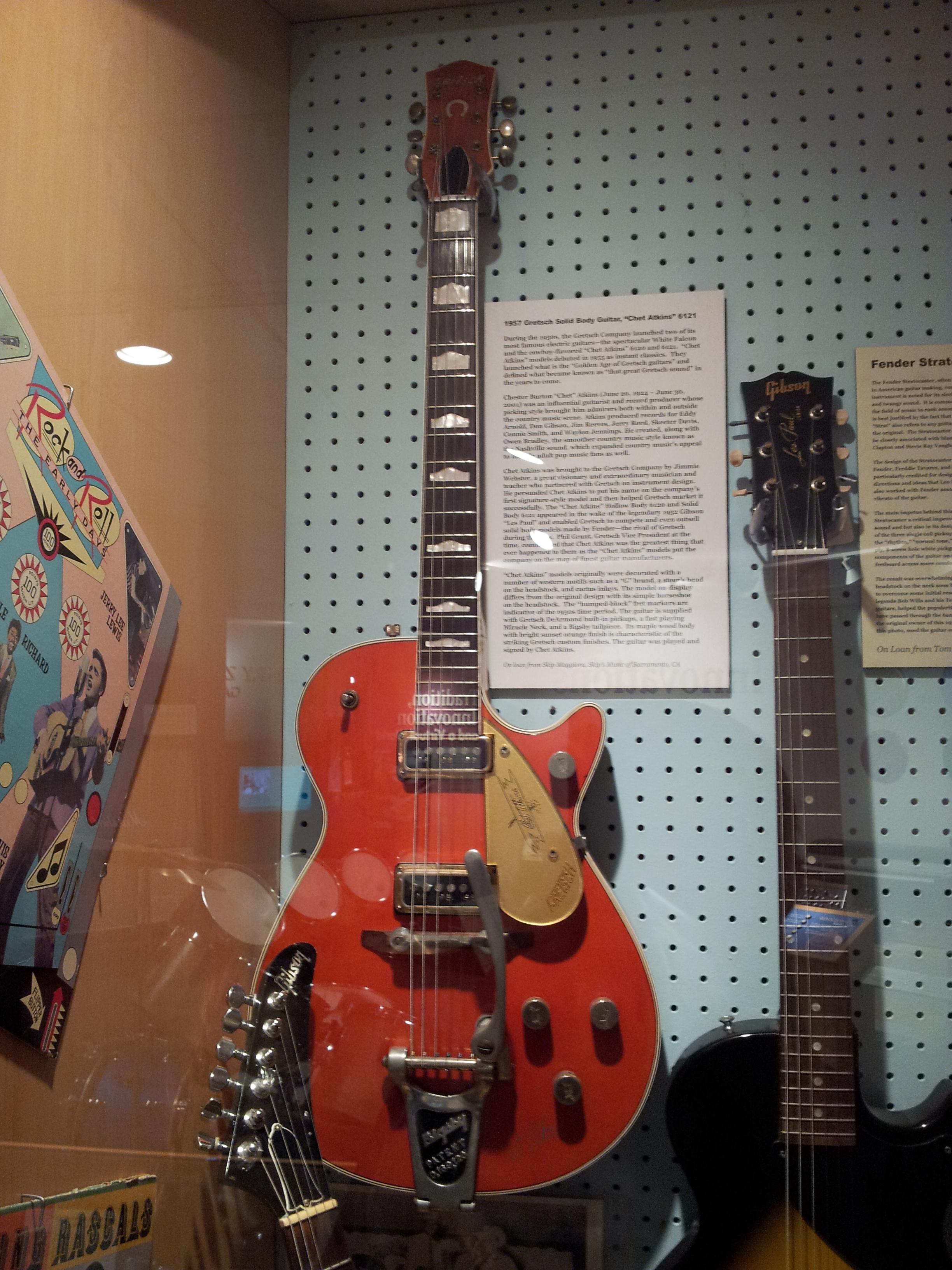 1955 Roundup Gretsch_Chet_Atkins_6121_(1957),_Museum_of_Making_Music