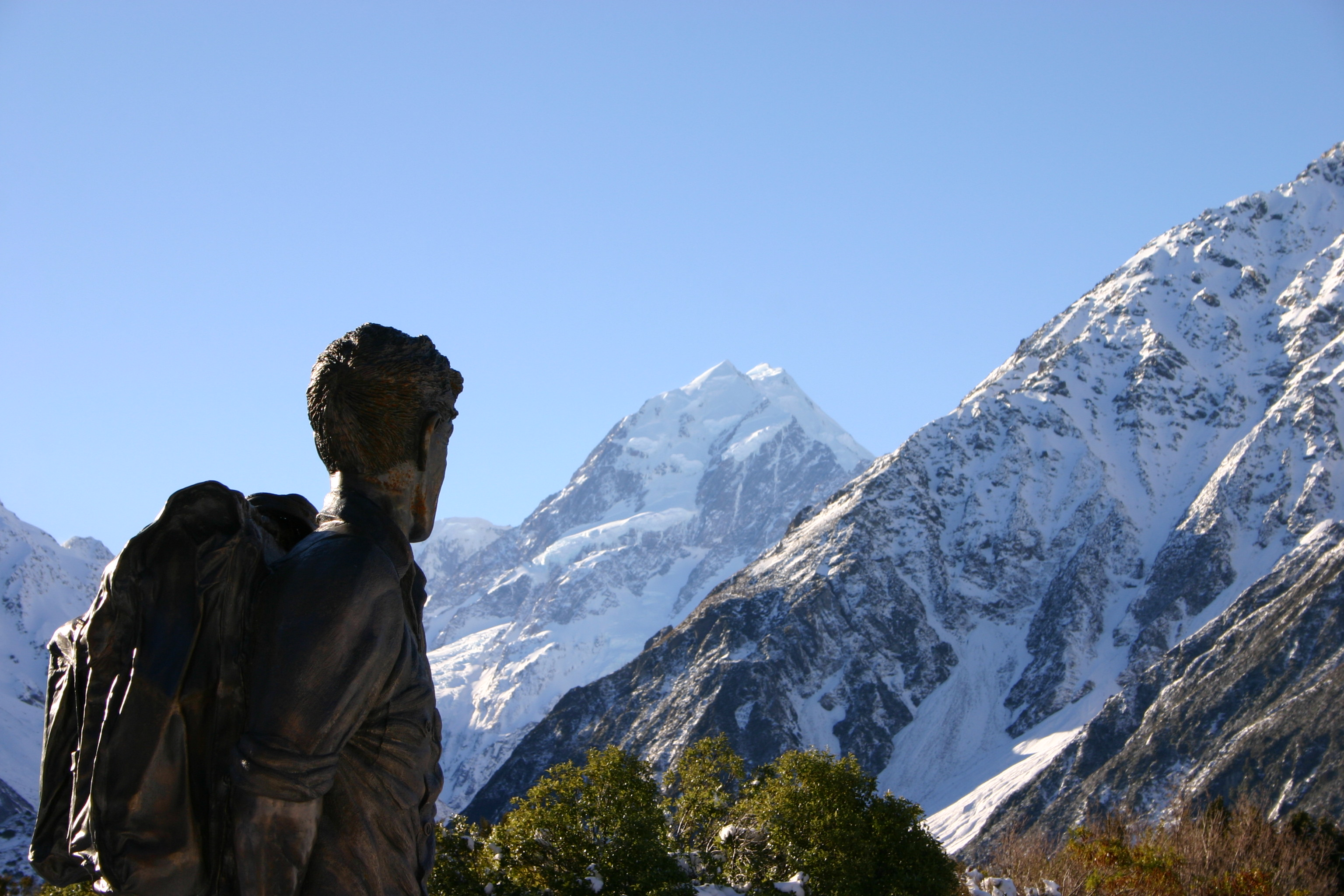 By Jonathan Keelty from Hong Kong, Hong Kong SAR (Watching Mt Cook) [CC BY 2.0 (http://creativecommons.org/licenses/by/2.0)], via Wikimedia Commons