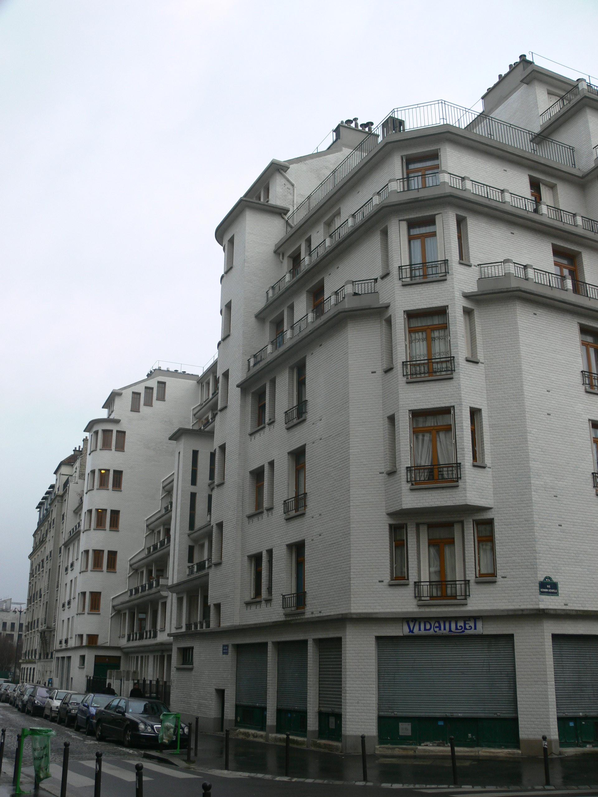 File Immeuble Sauvage Piscine Des Amiraux Corner Jpg Wikimedia