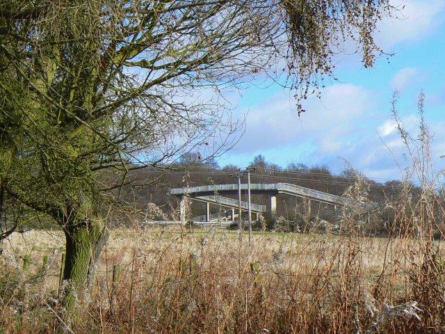 Impressive footbridge - geograph.org.uk - 707388.jpg