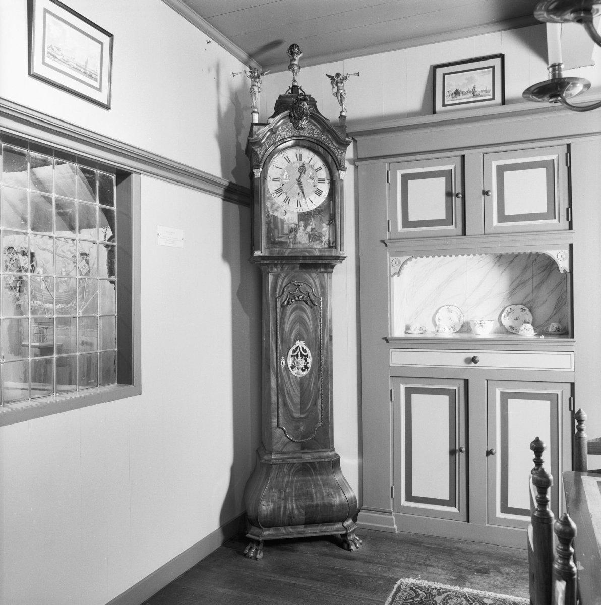 File interieur staand horloge uit ca 1785 gesigneerd for De jong interieur