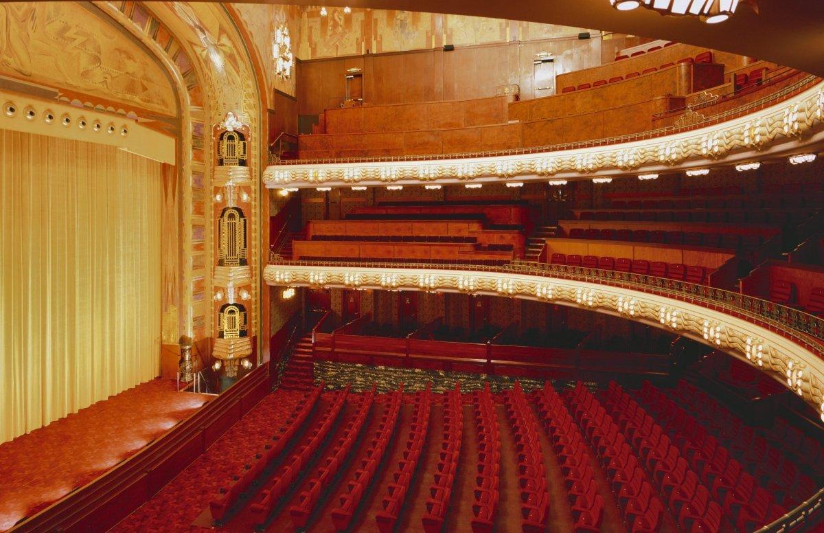 File interieur de filmzaal met balkons amsterdam for Interieur stage amsterdam