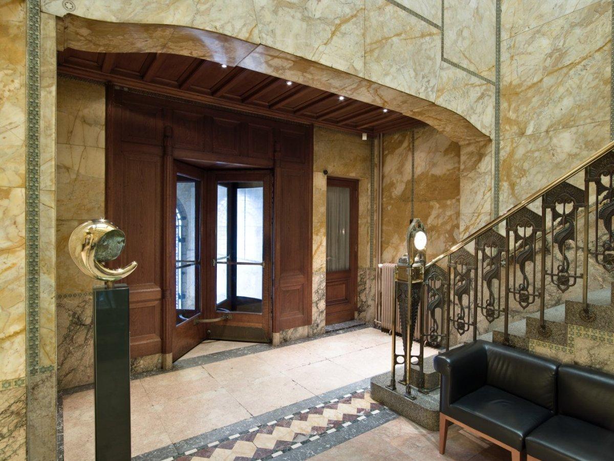 File interieur portaal hal en gang achter een houten for Interieur vloeren