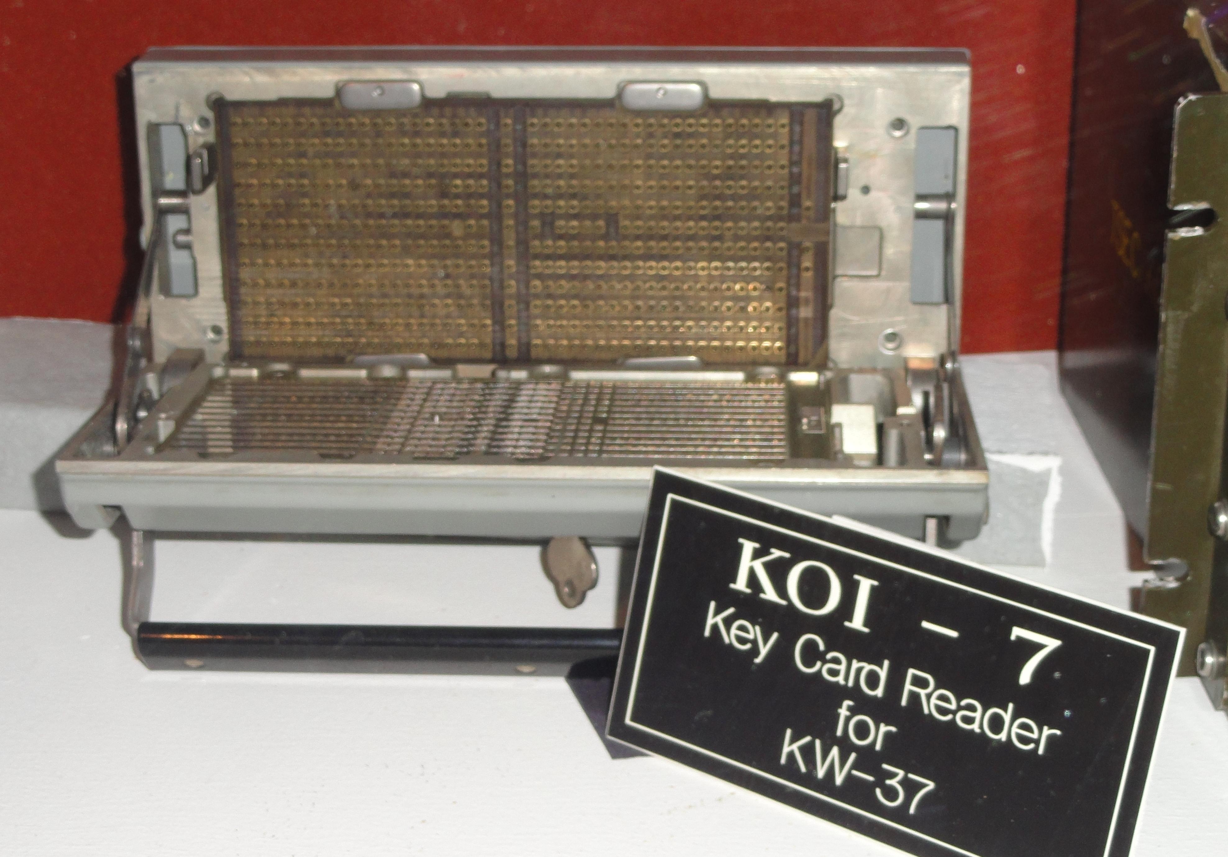 File:KOI-7 Key Card Reader for KW-37 - National Cryptologic Museum