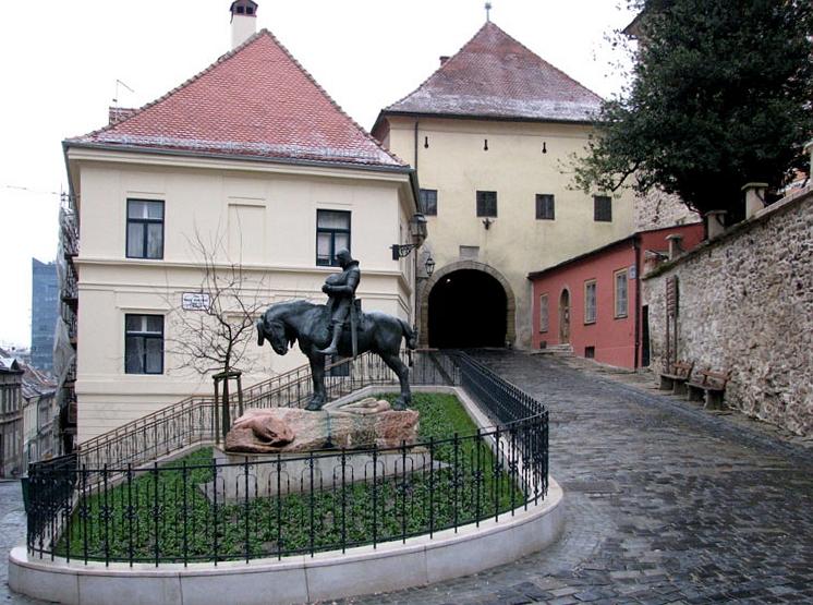 http://upload.wikimedia.org/wikipedia/commons/3/34/Kamenita_vrata_Sv._Juraj_2009.jpg
