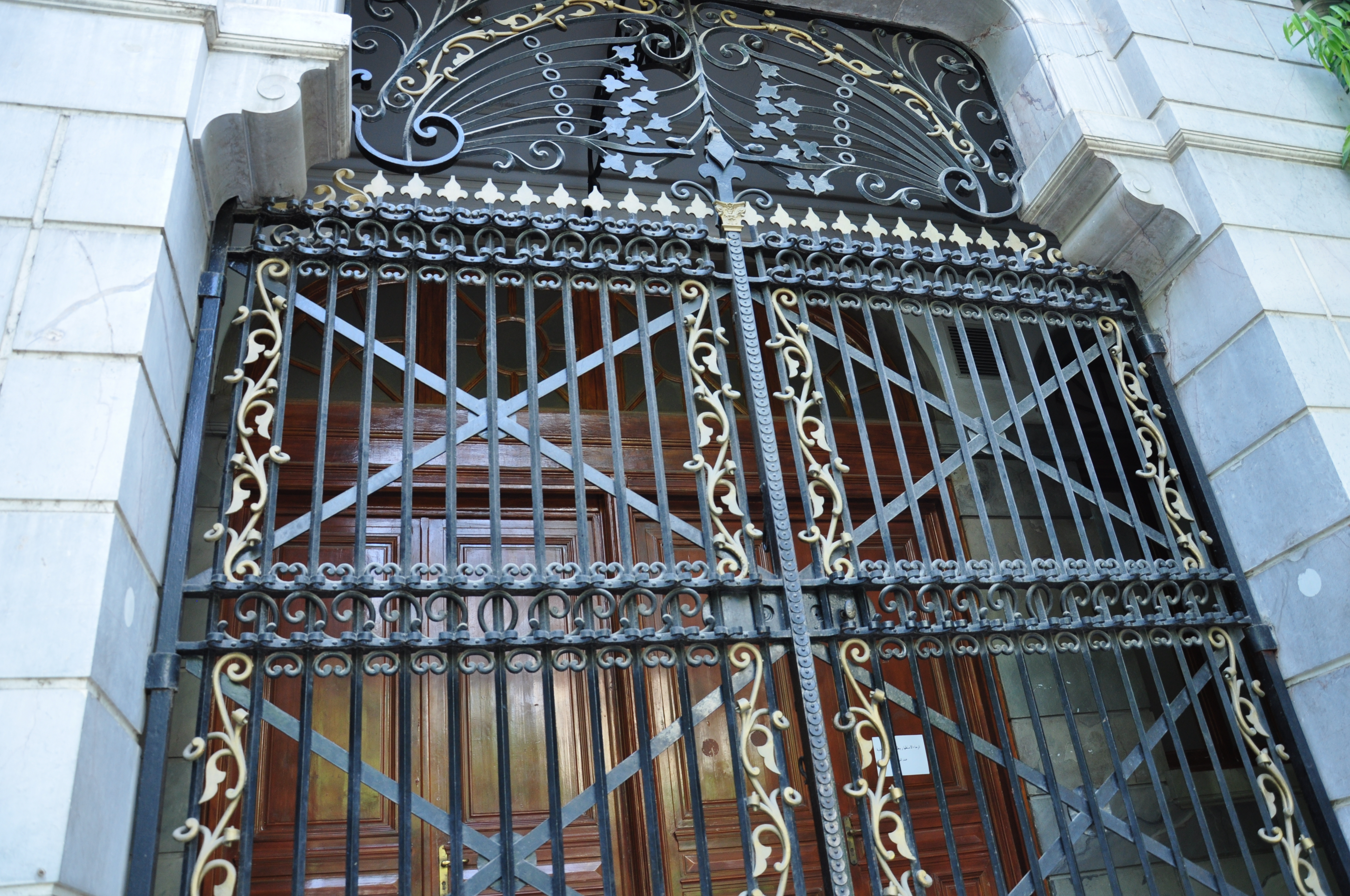 file le motif du fer forg de la porte principale jpg wikimedia commons