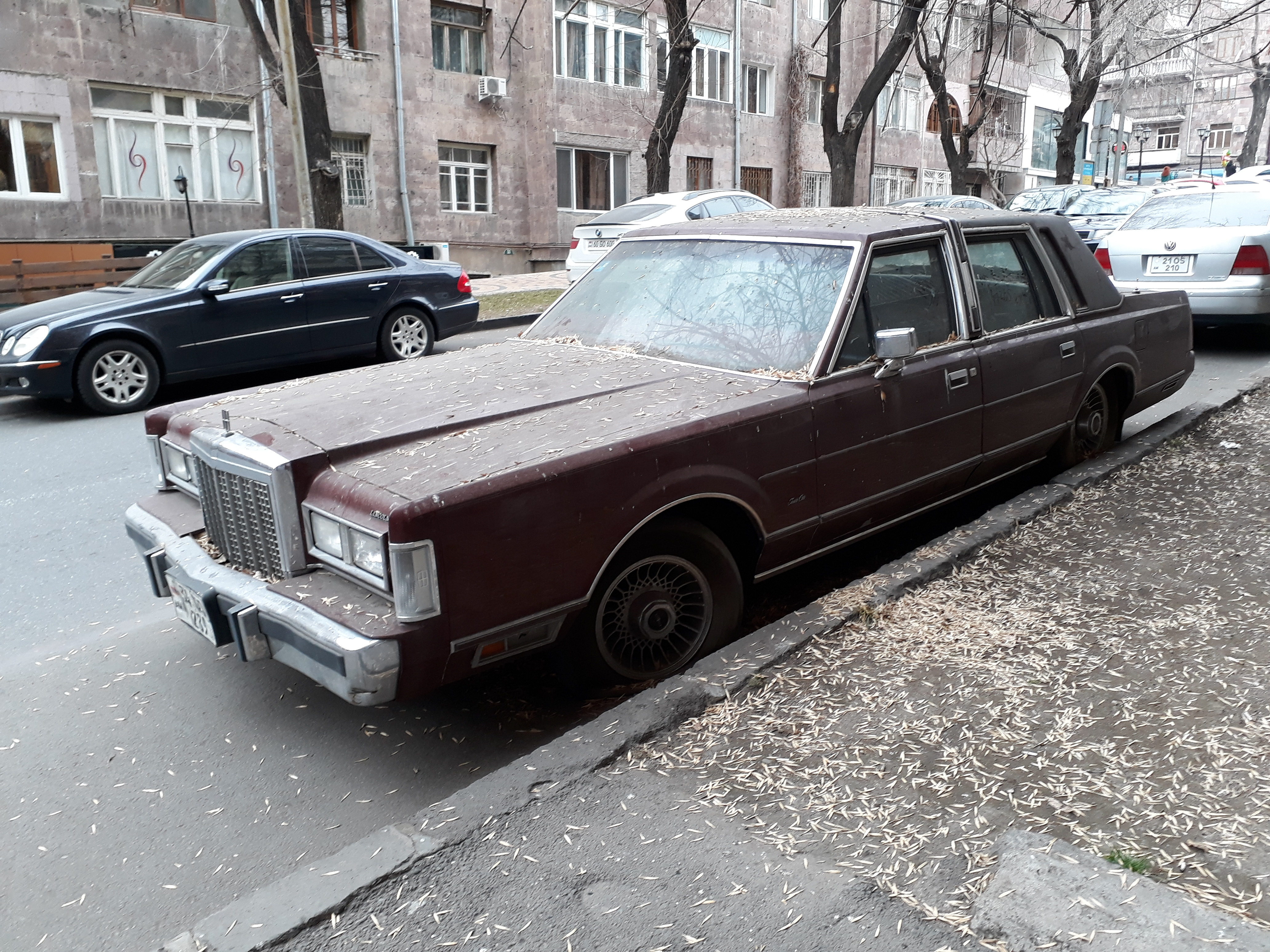 80s Lincoln Town Car And Presumably Us Spec German Cars In Yerevan