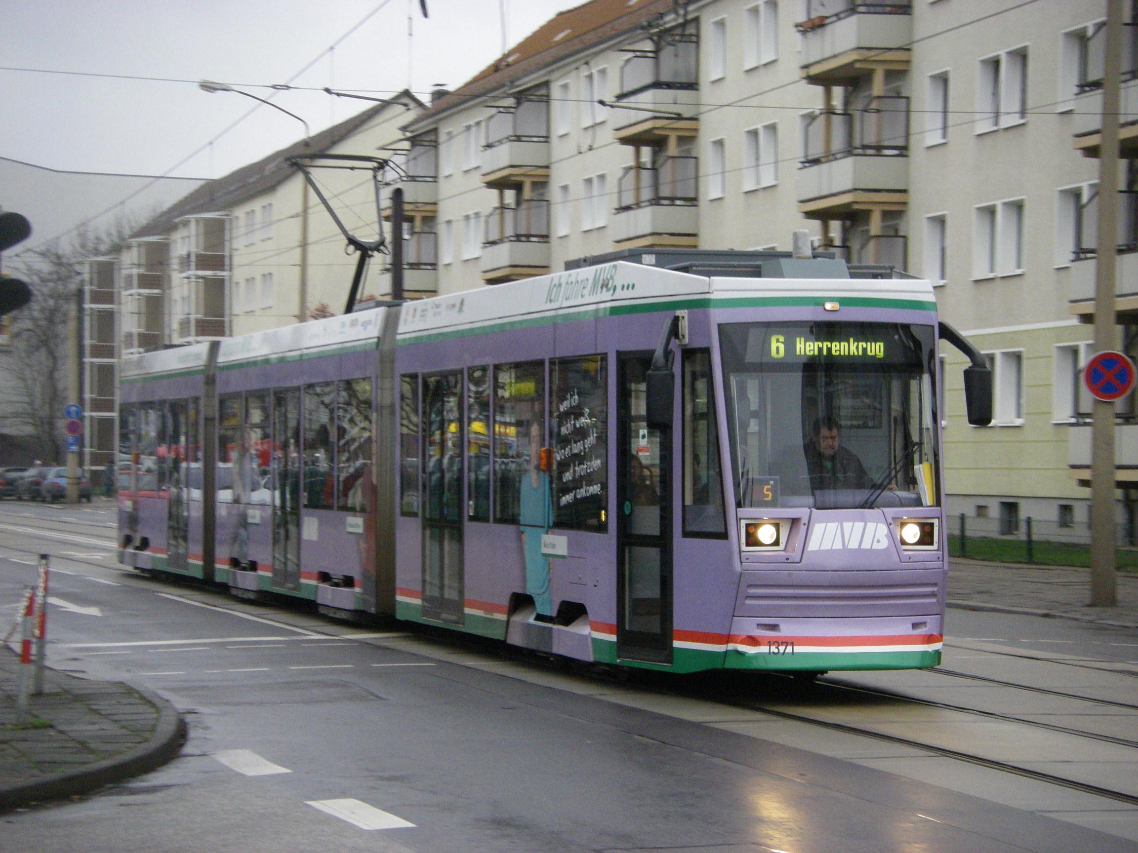 Große Diesdorfer Straße : file magdeburg gro e diesdorfer stra e mit stra enbahn nr 1371 linie 6 jpg wikimedia commons ~ Watch28wear.com Haus und Dekorationen