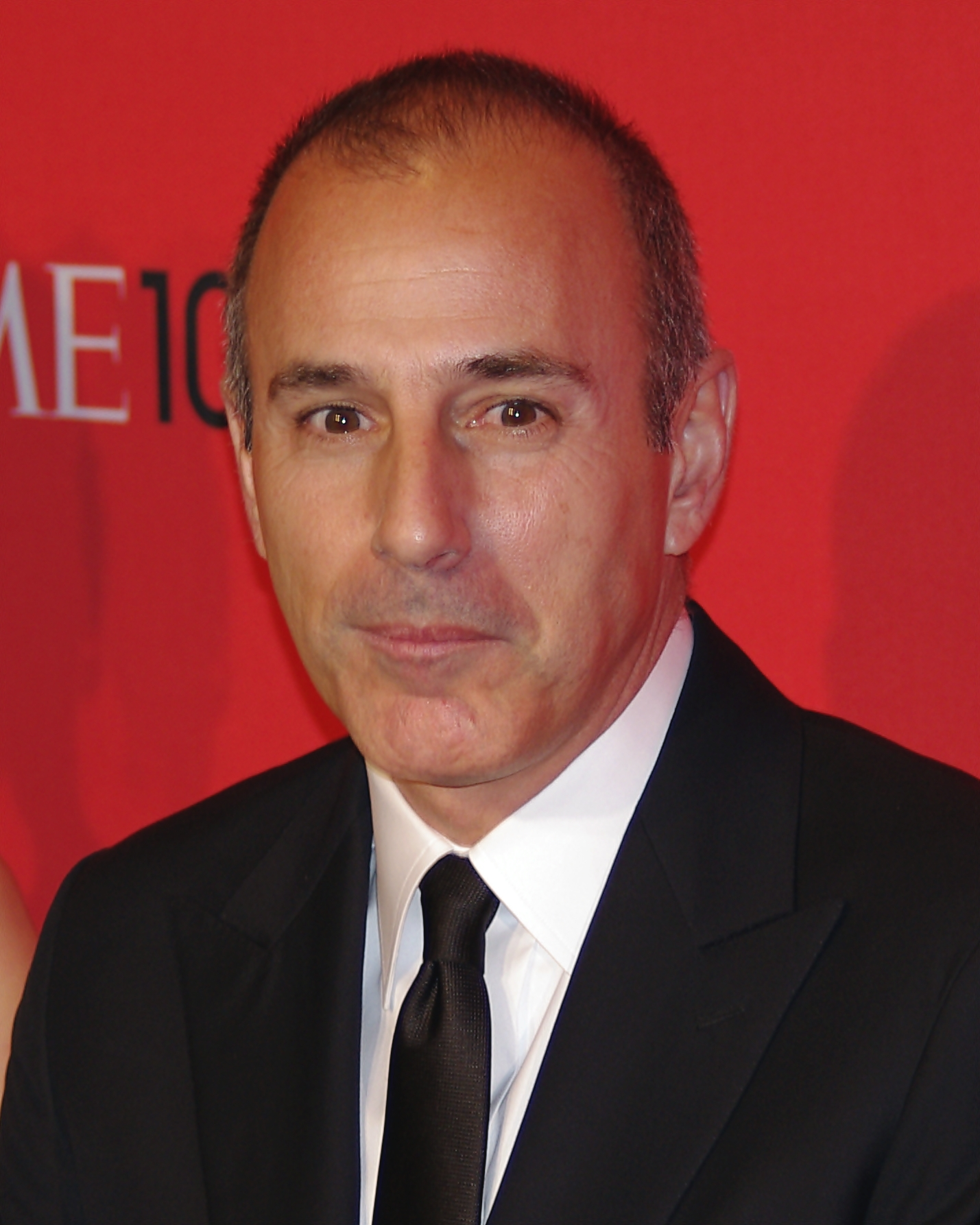 The 60-year old son of father Robert Lauer and mother Marilyn Lauer, 180 cm tall Matt Lauer in 2018 photo