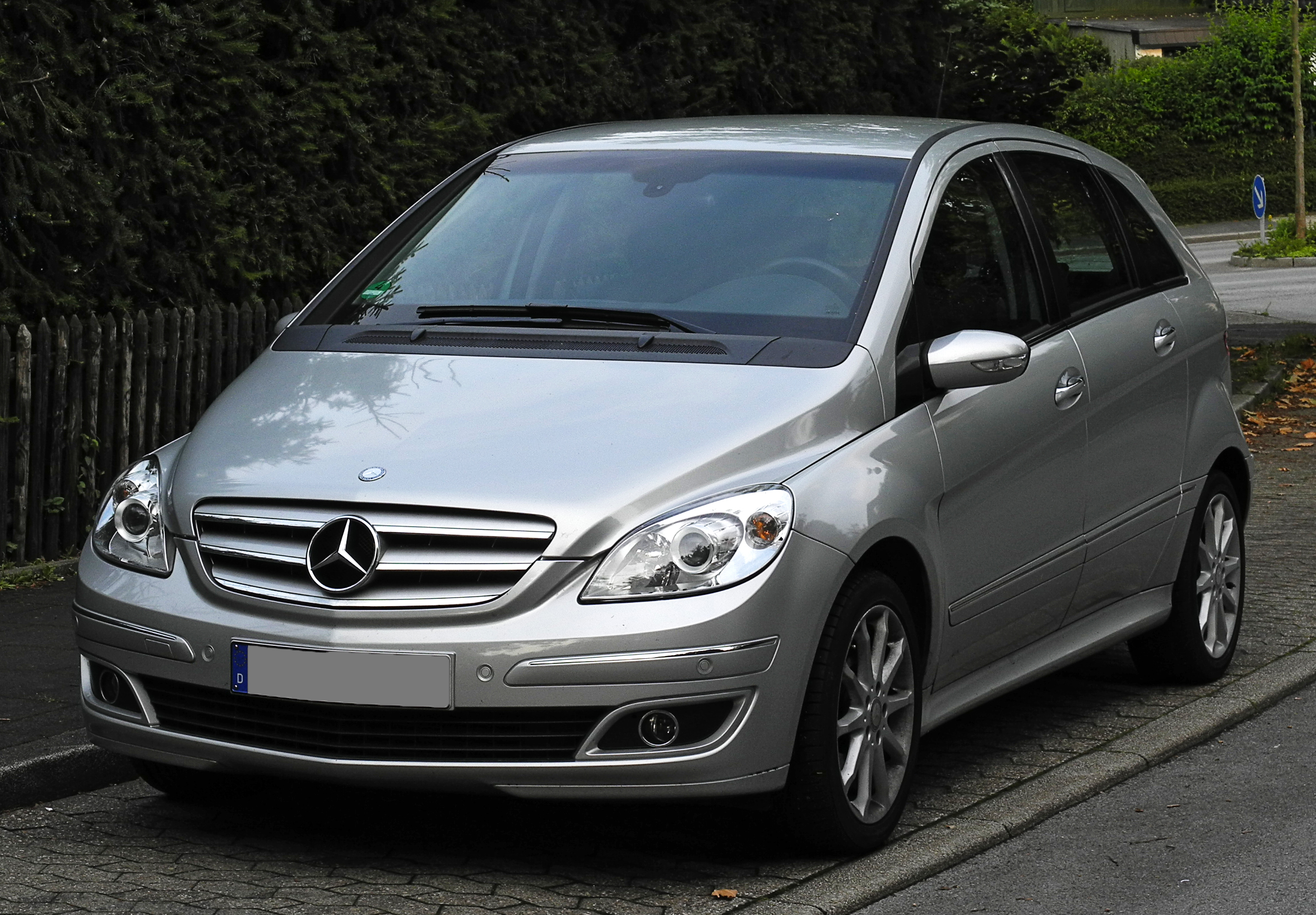 datei mercedes benz b 180 cdi t 245 frontansicht 15 juni 2011 w wikipedia. Black Bedroom Furniture Sets. Home Design Ideas