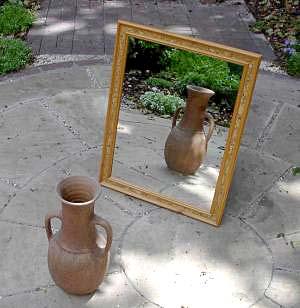Mirror-vase