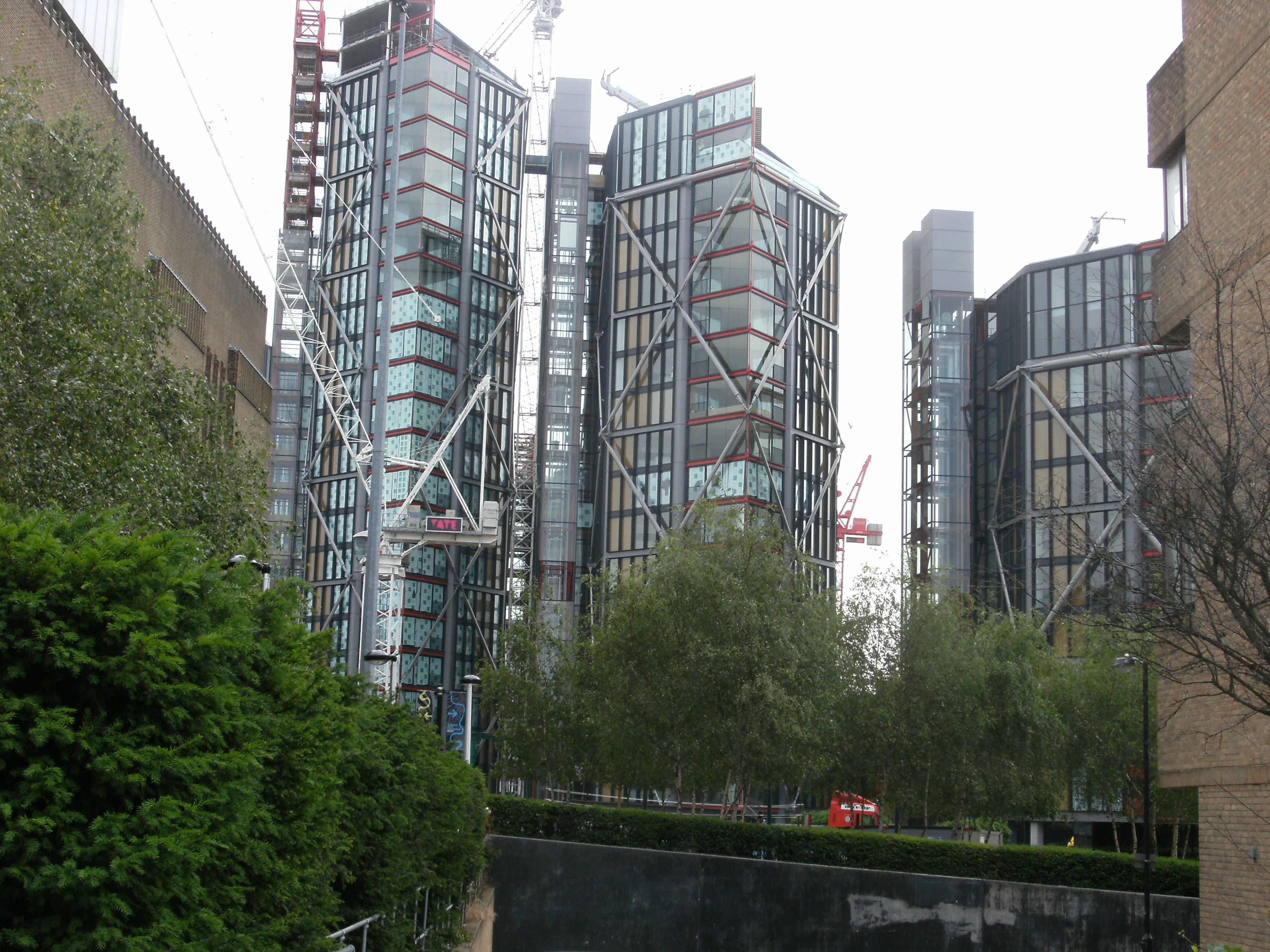 File:Neo Bankside apartment buildings, London.jpg - Wikimedia Commons