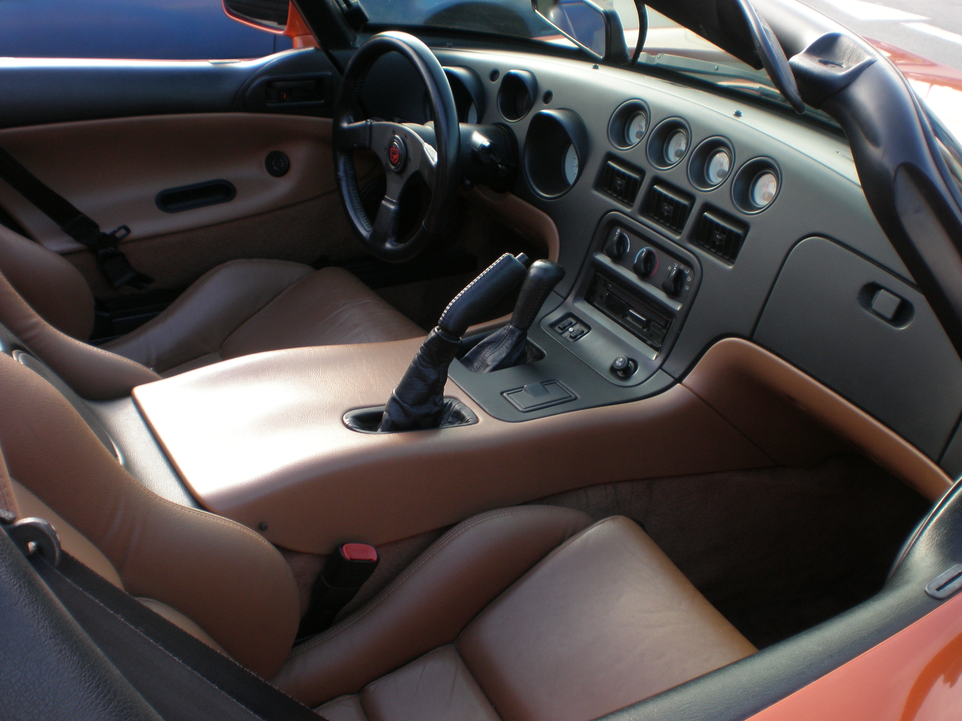 File:Orange Dodge Viper SRT-10 seats.JPG - Wikimedia Commons