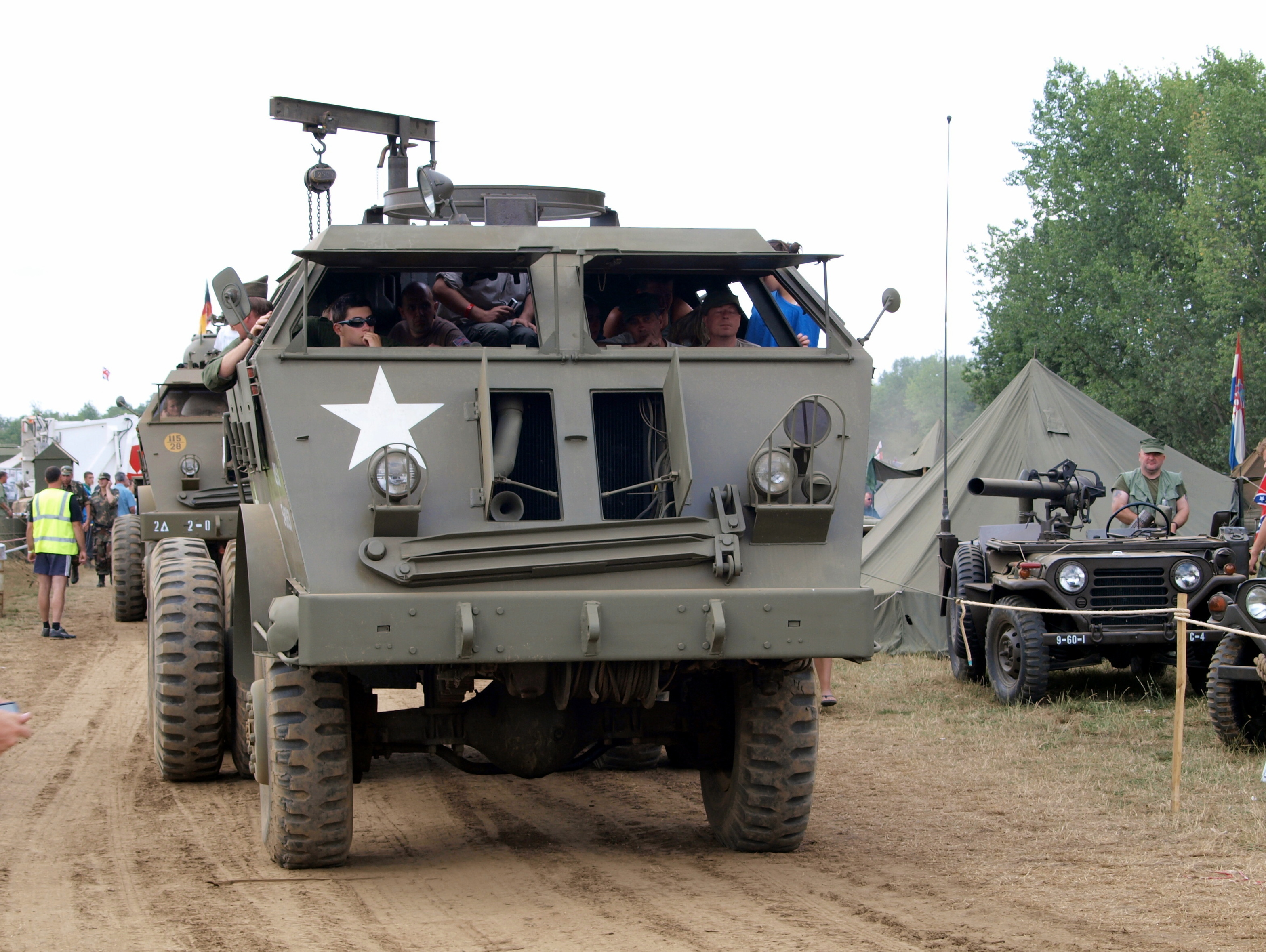 Jeep Willys Truck >> File:Pacific M26, Dragon Wagon wrecker pic1.JPG