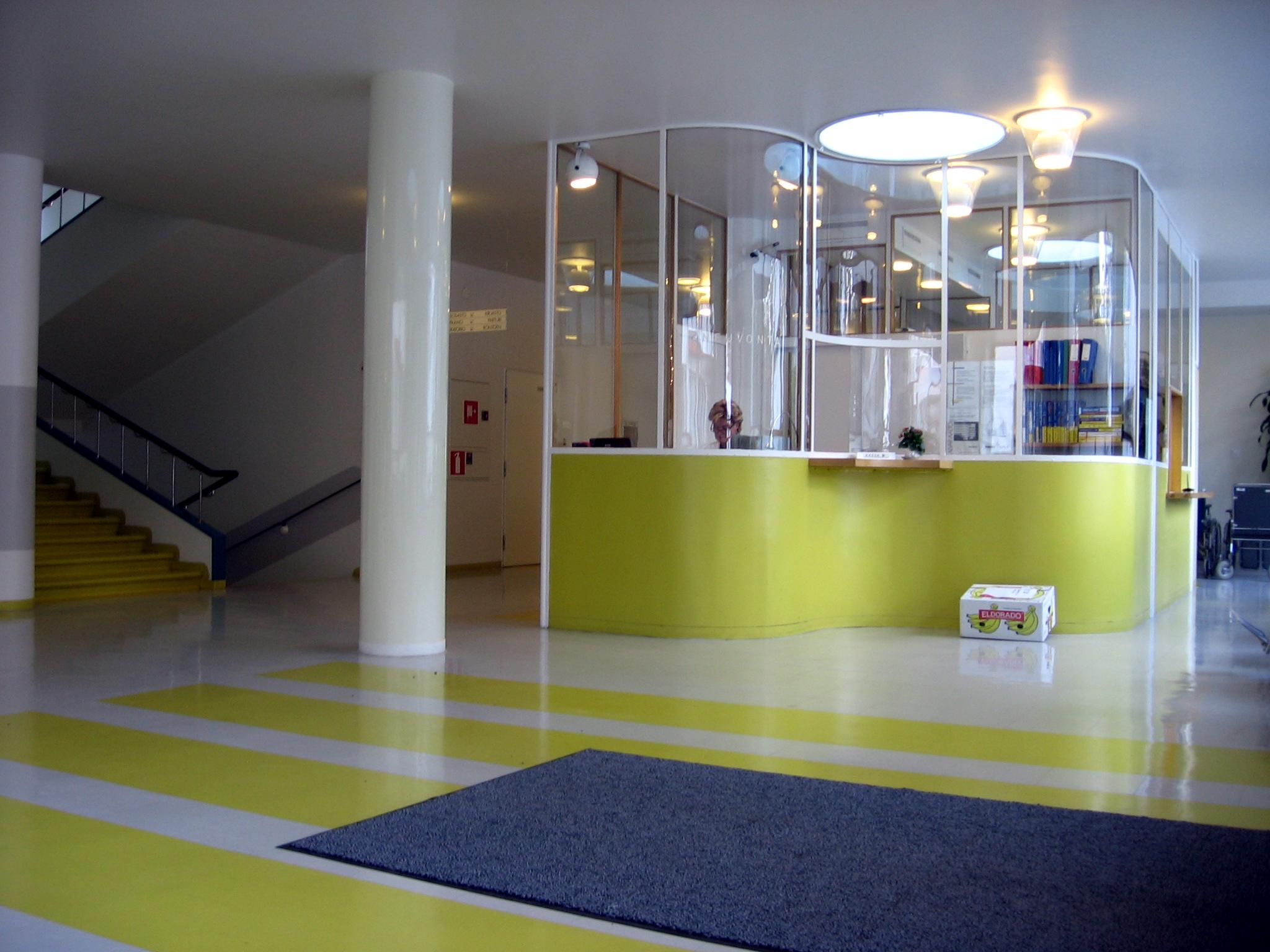 Paimion parantolan päärakennuksen ala-aula.jpg