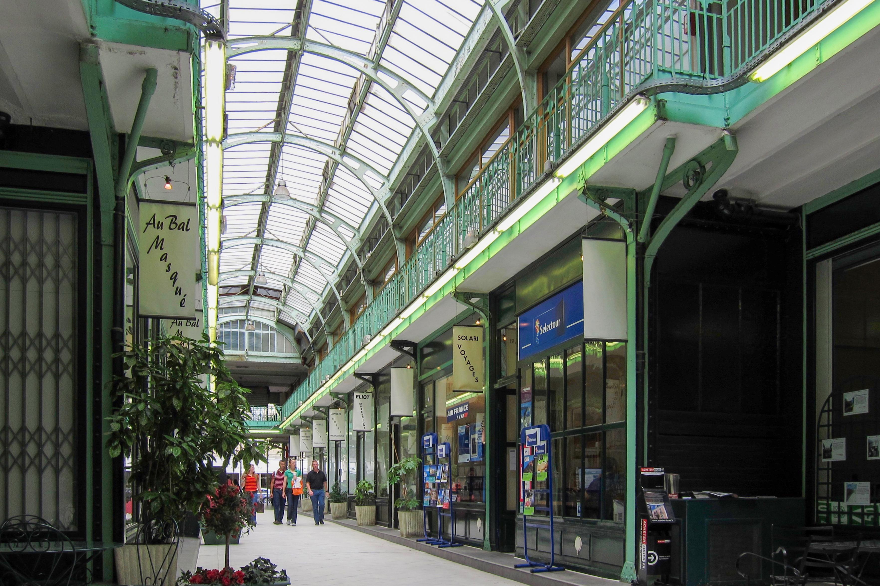 Avenue victor hugo paris wikiwand - Boutique avenue victor hugo ...