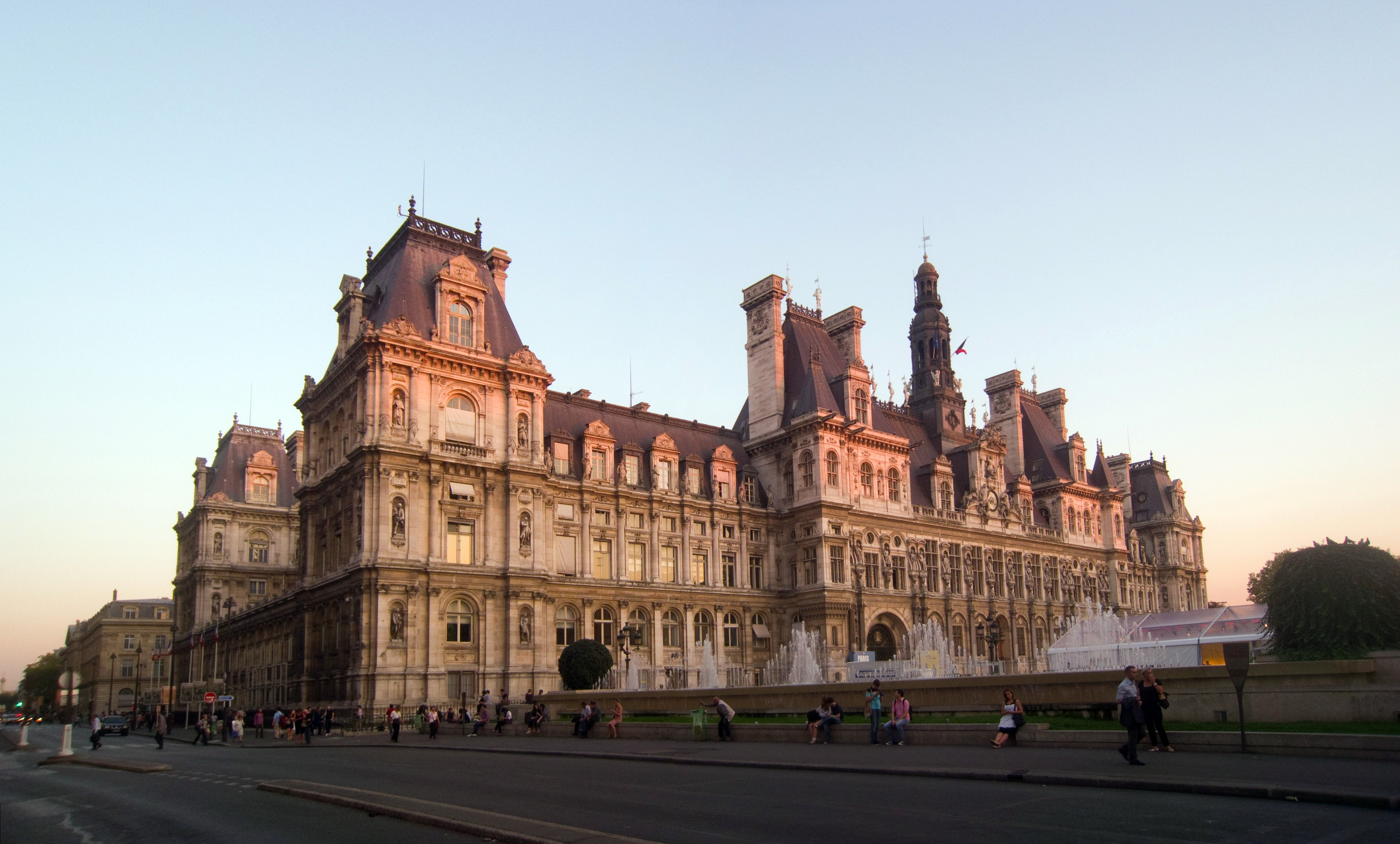 file paris town hall view from corner of rue de rivoli and rue du wikimedia commons. Black Bedroom Furniture Sets. Home Design Ideas