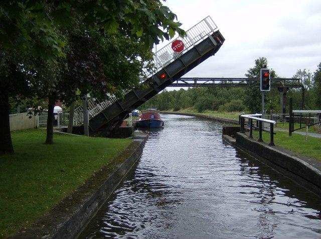 Plank Lane swing bridge - geograph.org.uk - 534377
