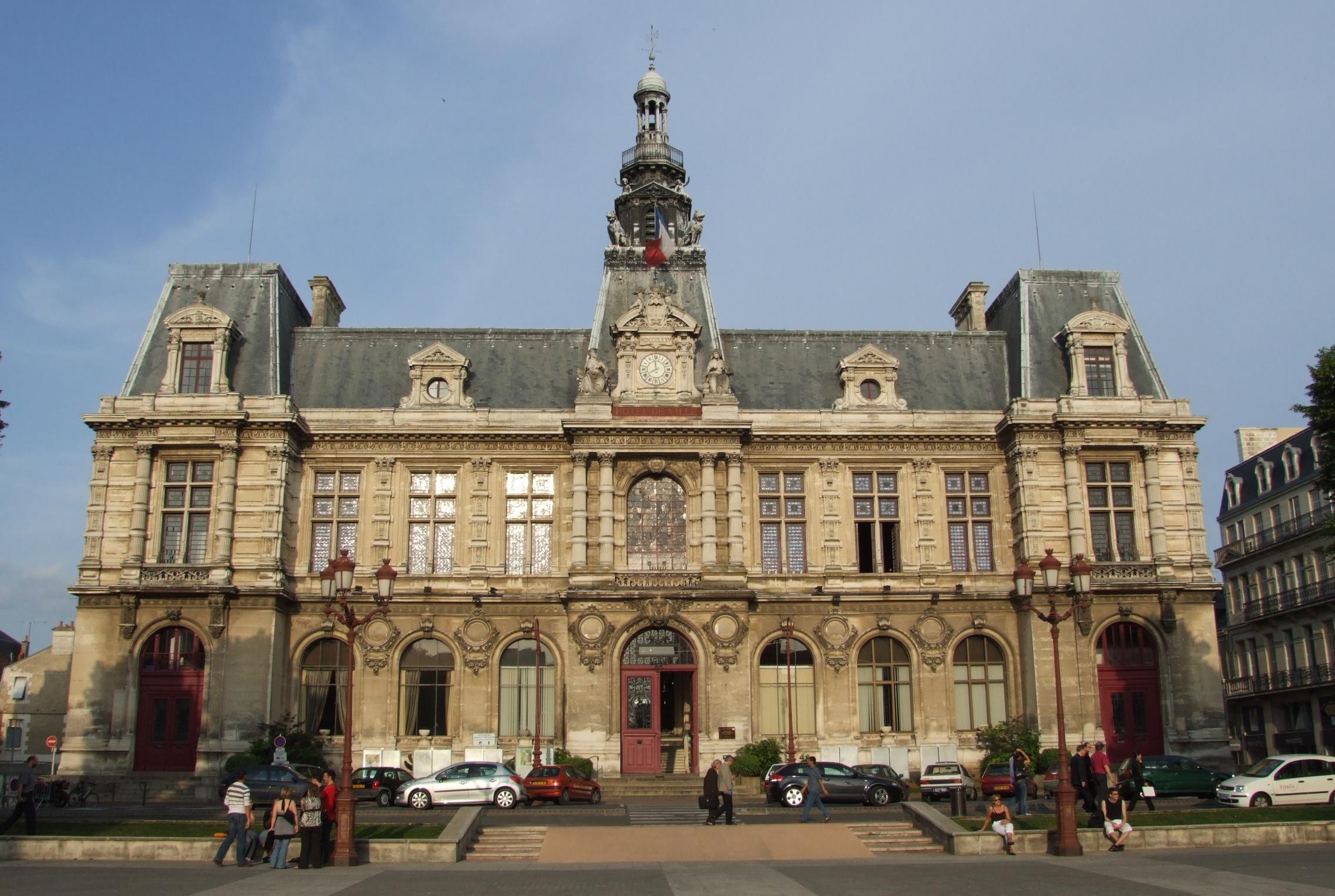 Hotel De France Mortagne Sur Sevre A Vendre