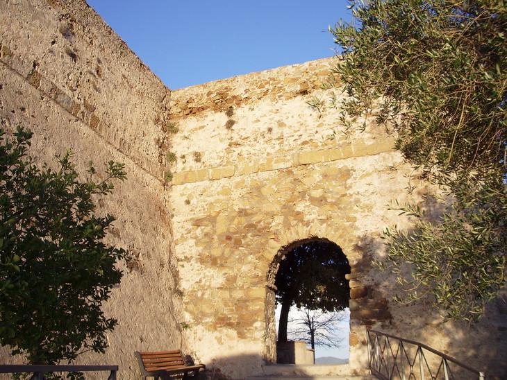 Porta presso il Castello - Castiglione della Pescaia