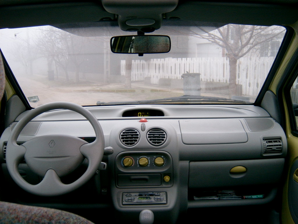 File:Renault twingo interior.jpg - Wikimedia Commons