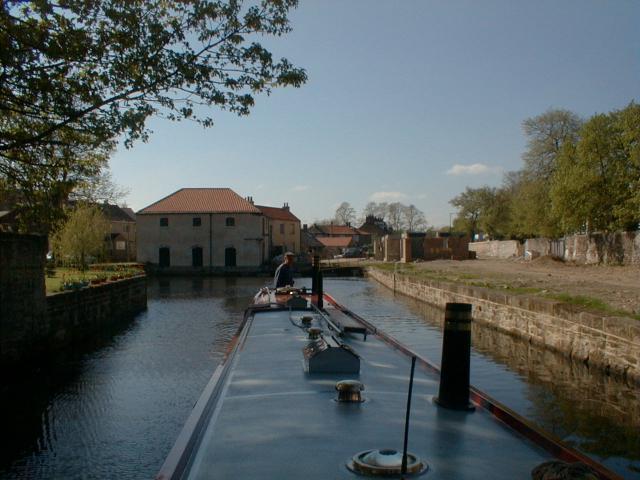 Ripon Canal basin - geograph.org.uk - 2074