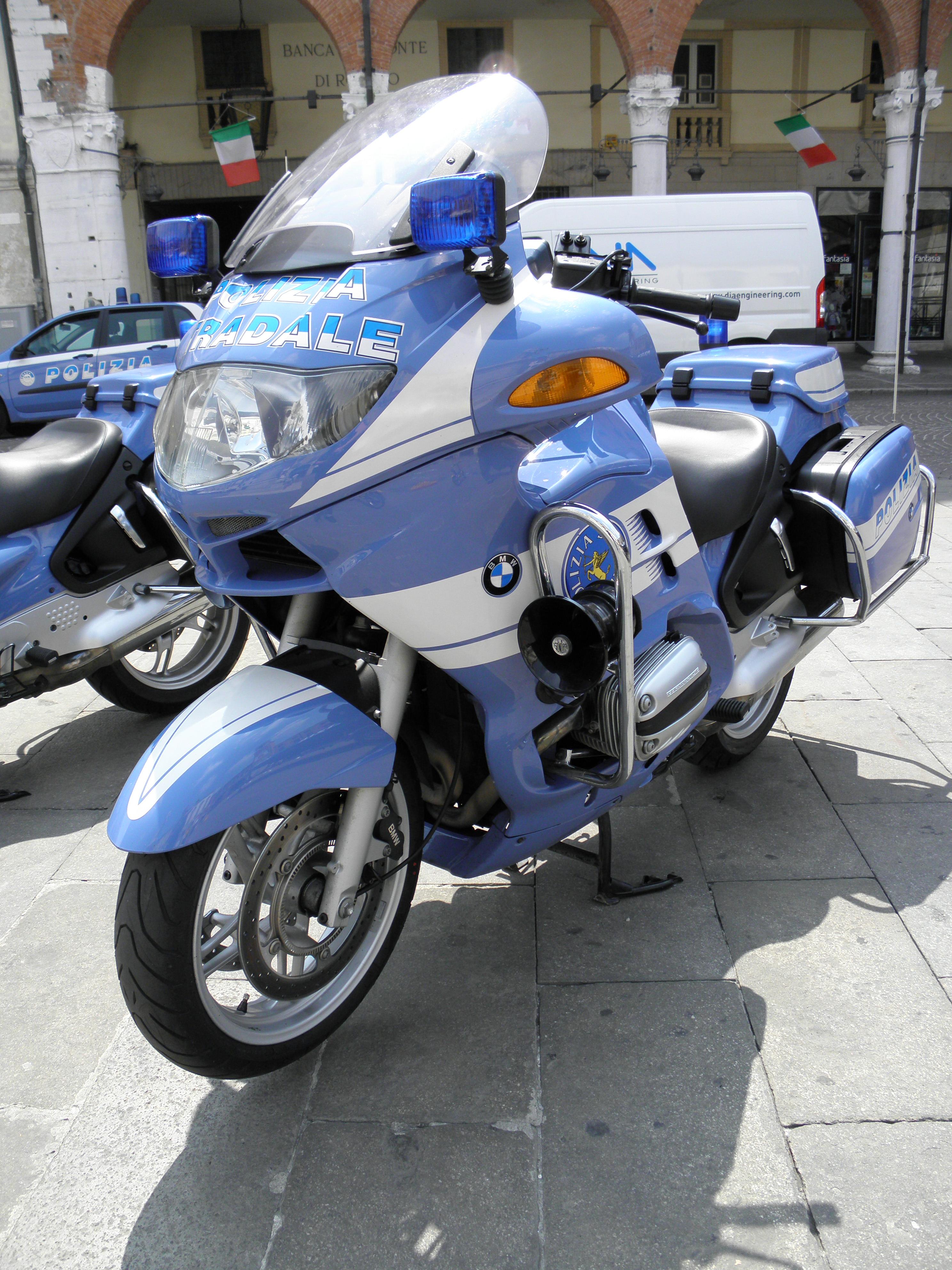 Build Your BMW >> File:Rovigo, festa della Polizia di Stato 2011, moto BMW ...