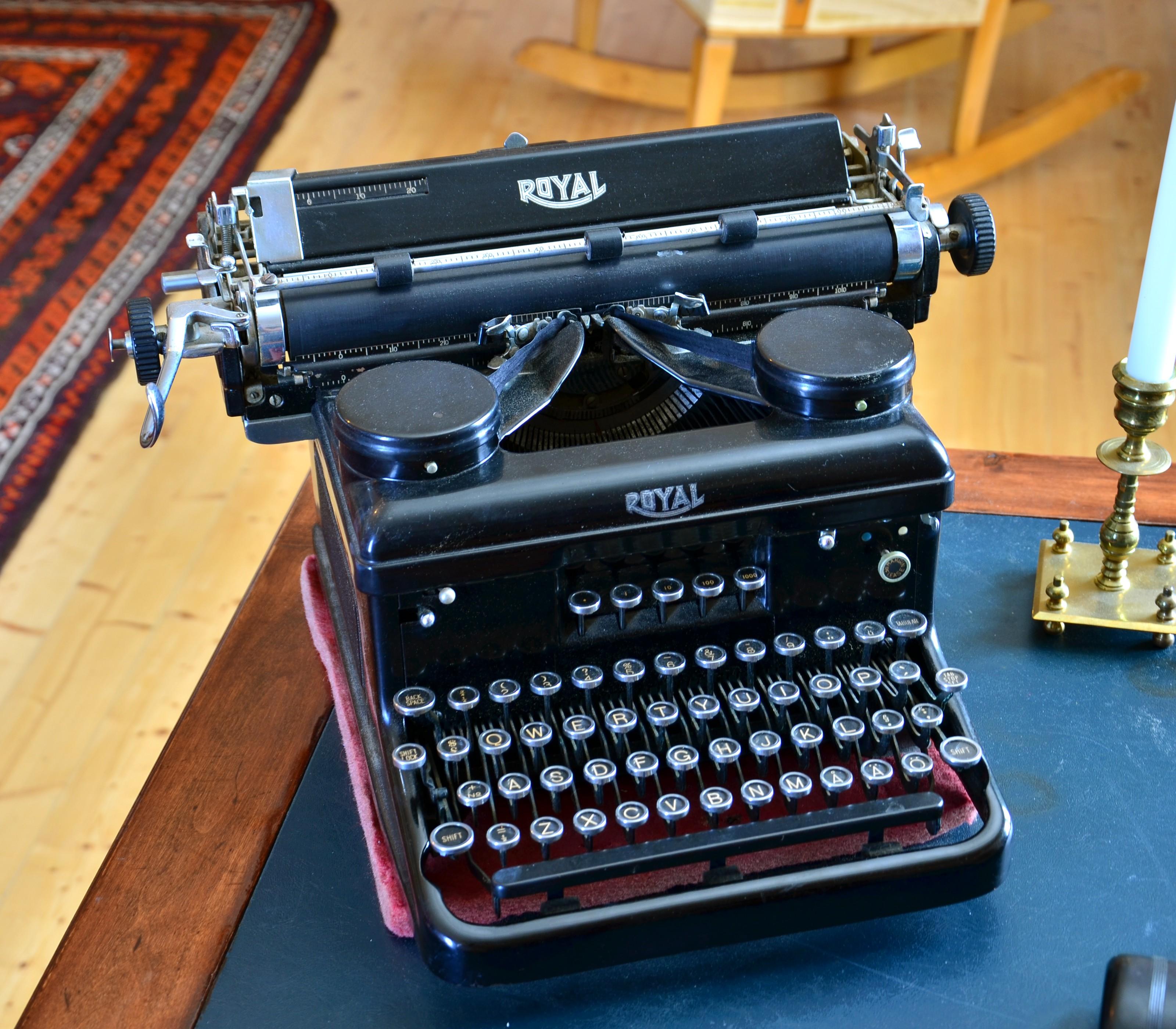 Royal Typewriter, Söderlångvik museum.jpg