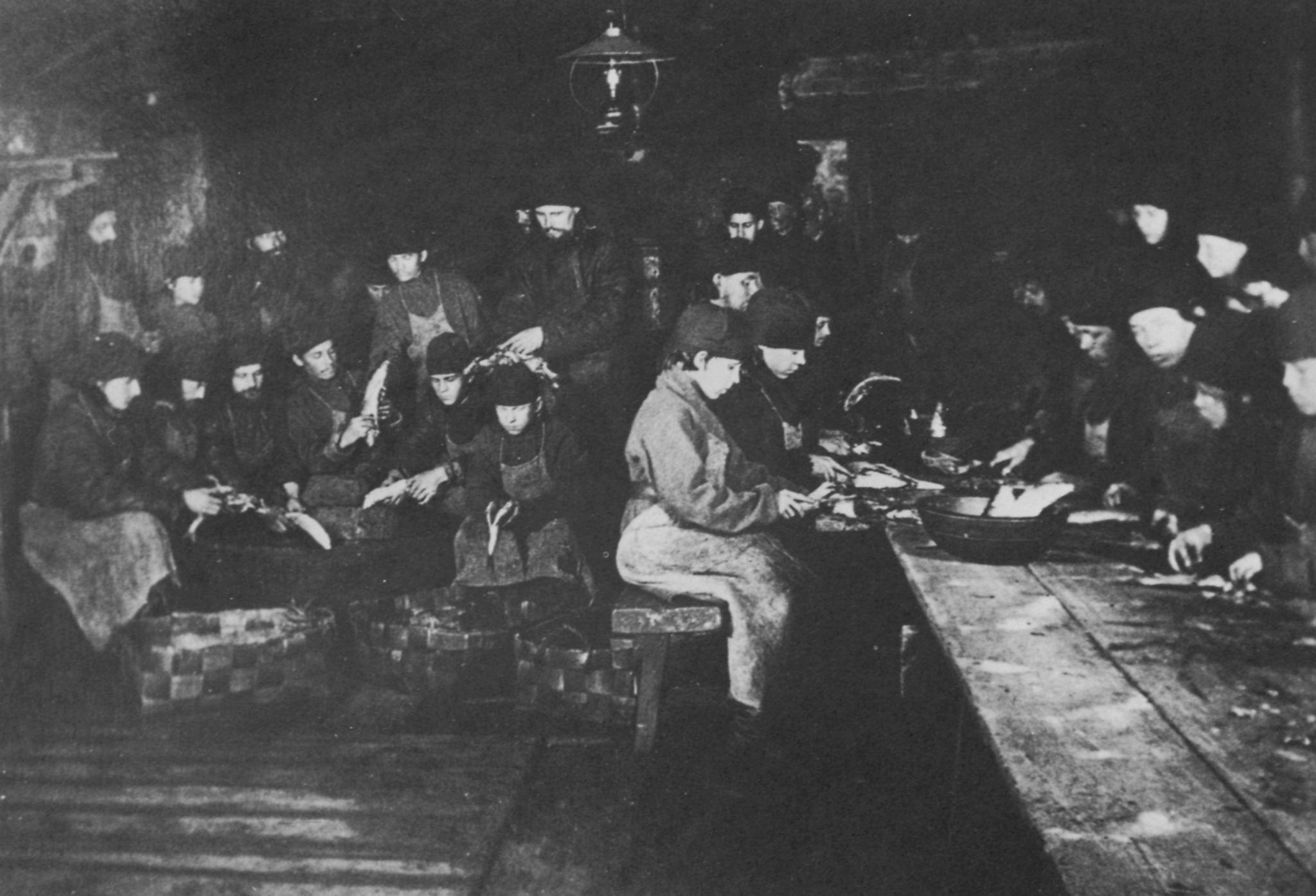 File:Russischer Photograph - Küchenarbeit im Kloster von Valamo im ...