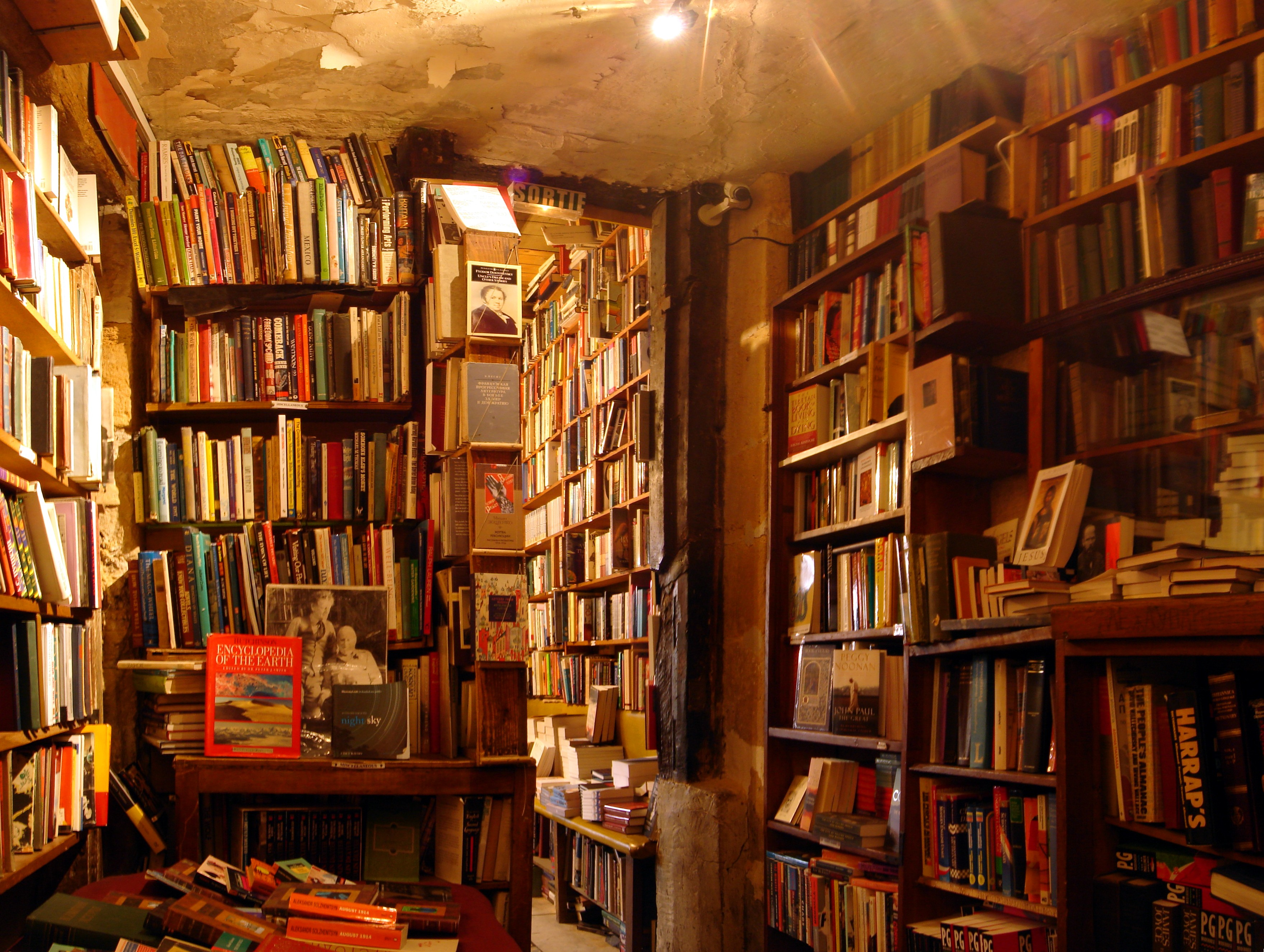 bookstore books shakespeare company bookshop browsing chaos theory paris library accelerando readers librerie english room libreria shakespear cozy stross exceptional
