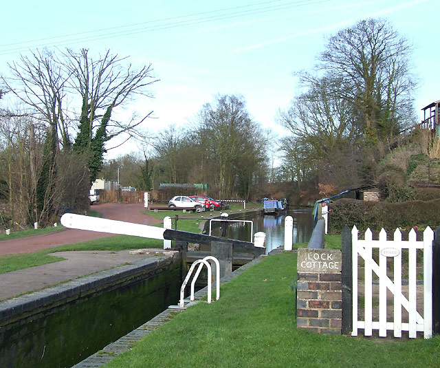 Staffordshire and Worcestershire Canal at Greensforge - geograph.org.uk - 682037