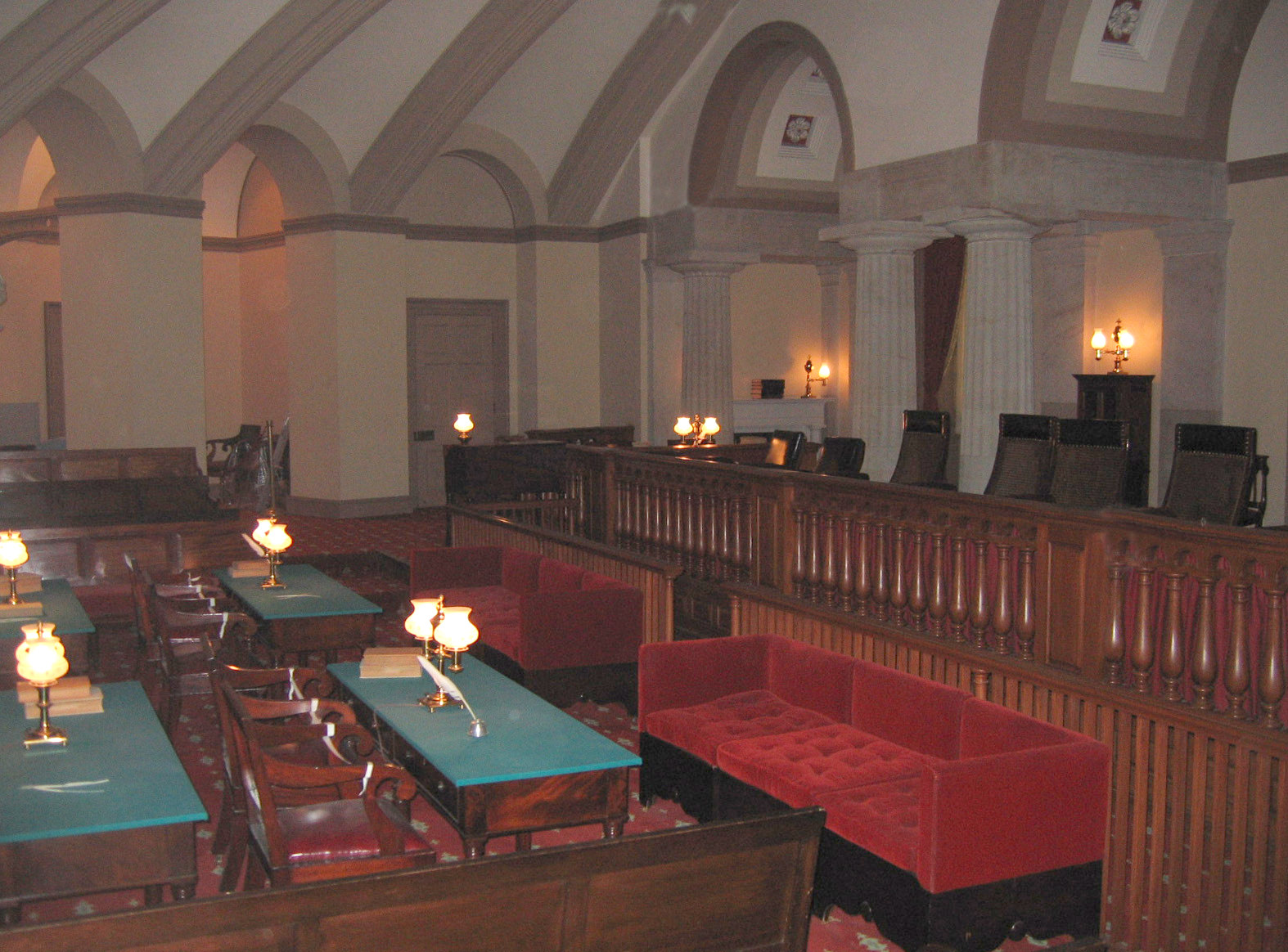 File supreme court courtroom in wikimedia for Balcony sessions