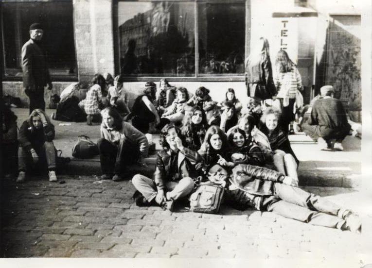File:Tallinn hippie.jpg
