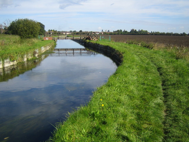 The New River near Cheshunt - geograph.org.uk - 542180