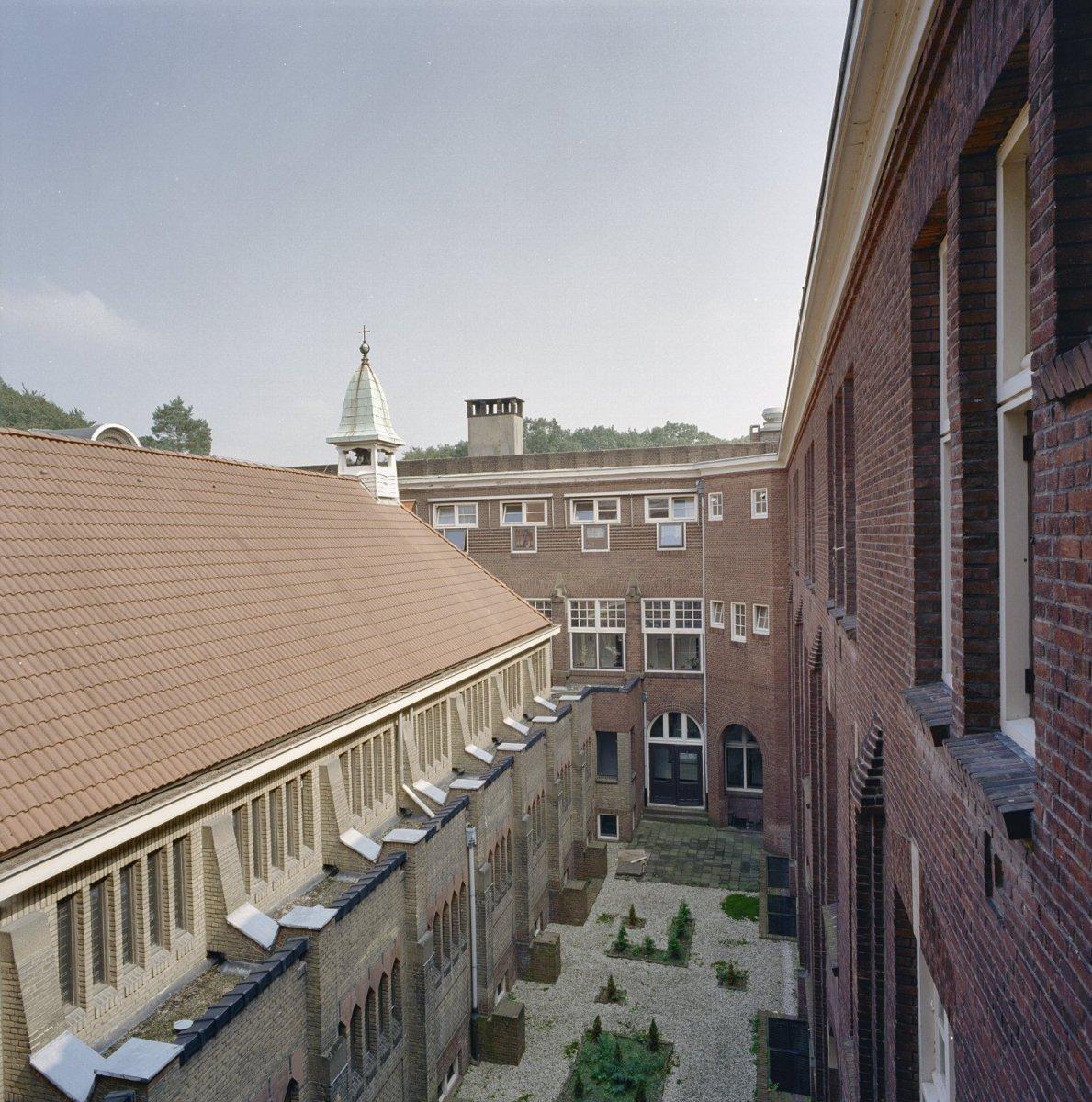 File tuin kloosterkapel binnentuin van bovenaf gezien for Tuin aanleggen nijmegen
