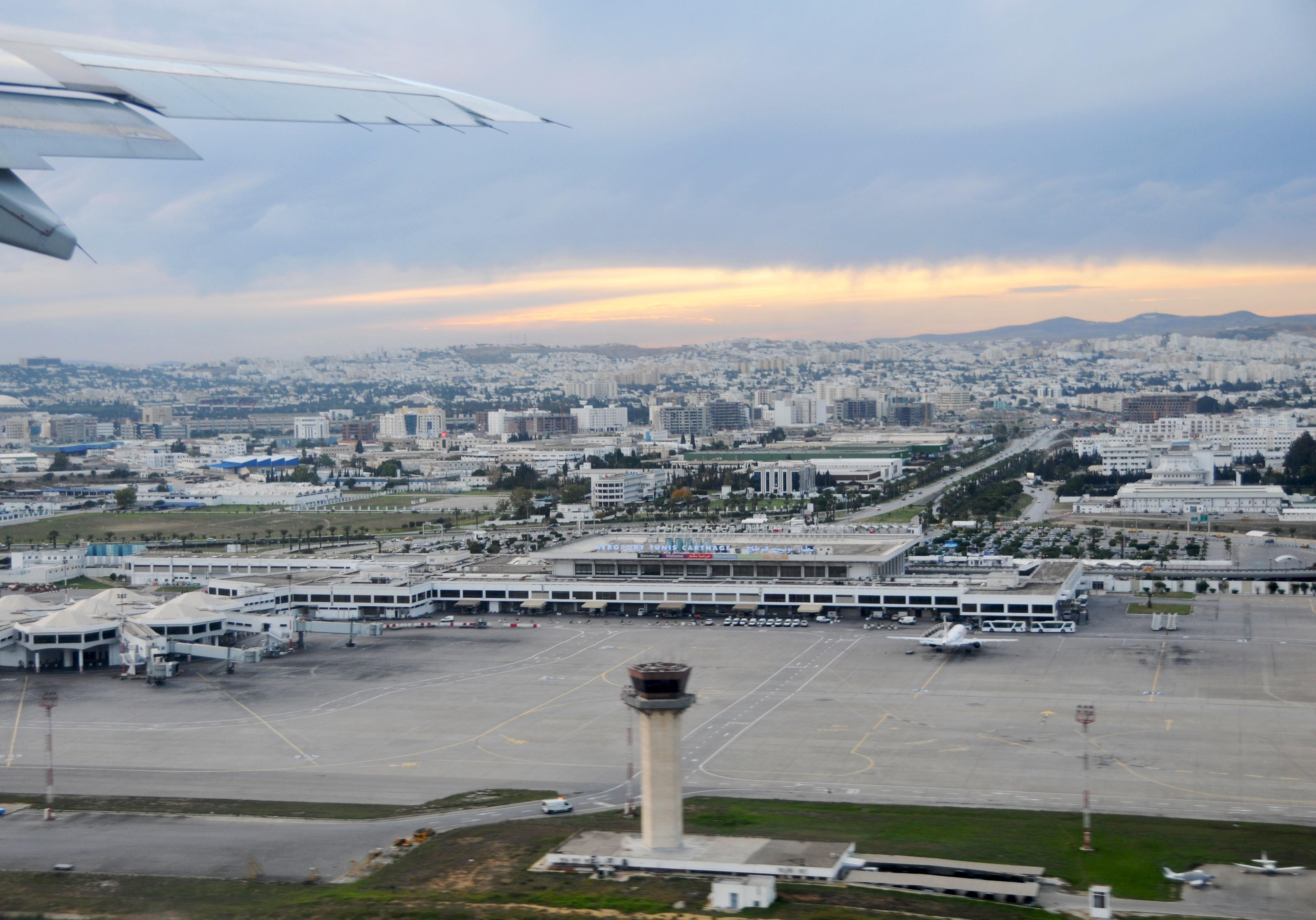 File:Tunis-Carthage Airport.jpg - Wikimedia Commons