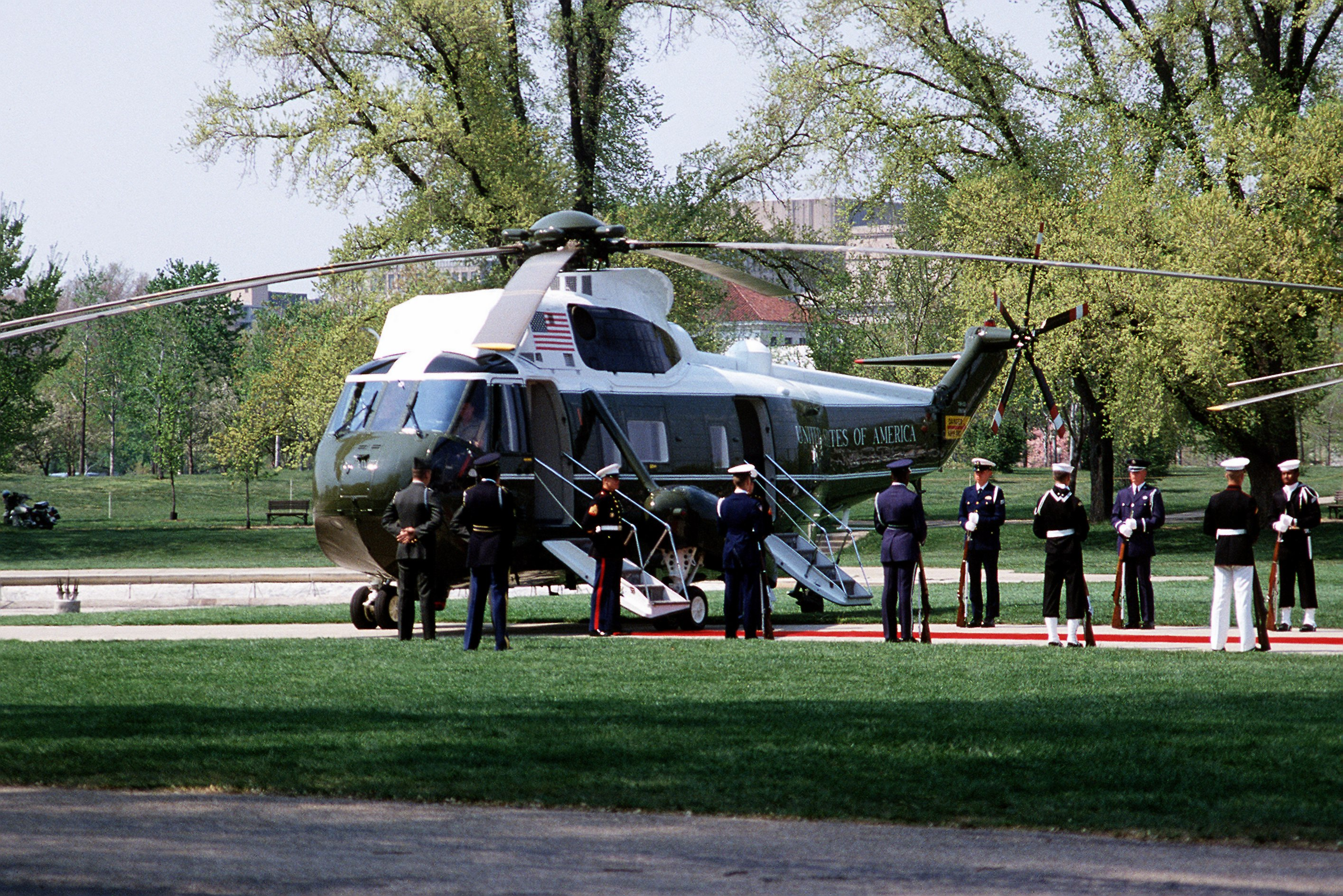 File:VH-3D Marine One at the Mall DC 1985.jpg - Wikimedia ...