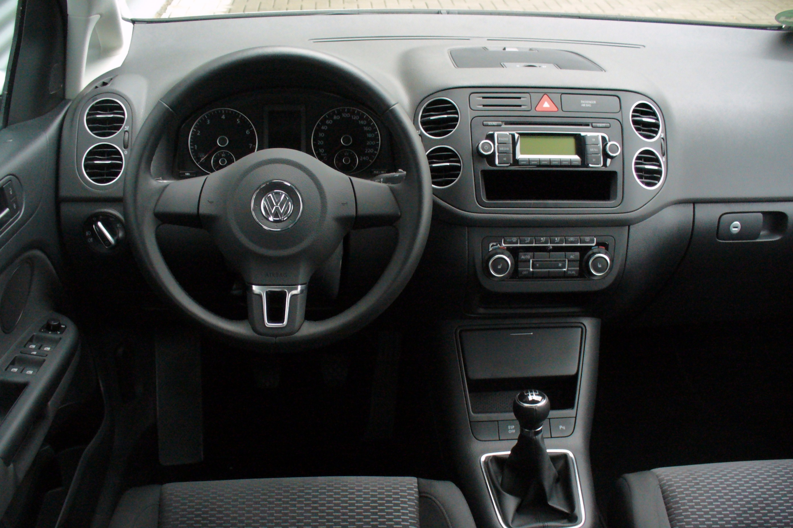 file vw golf plus 1 6 comfortline reflexsilber interieur jpg wikimedia commons. Black Bedroom Furniture Sets. Home Design Ideas
