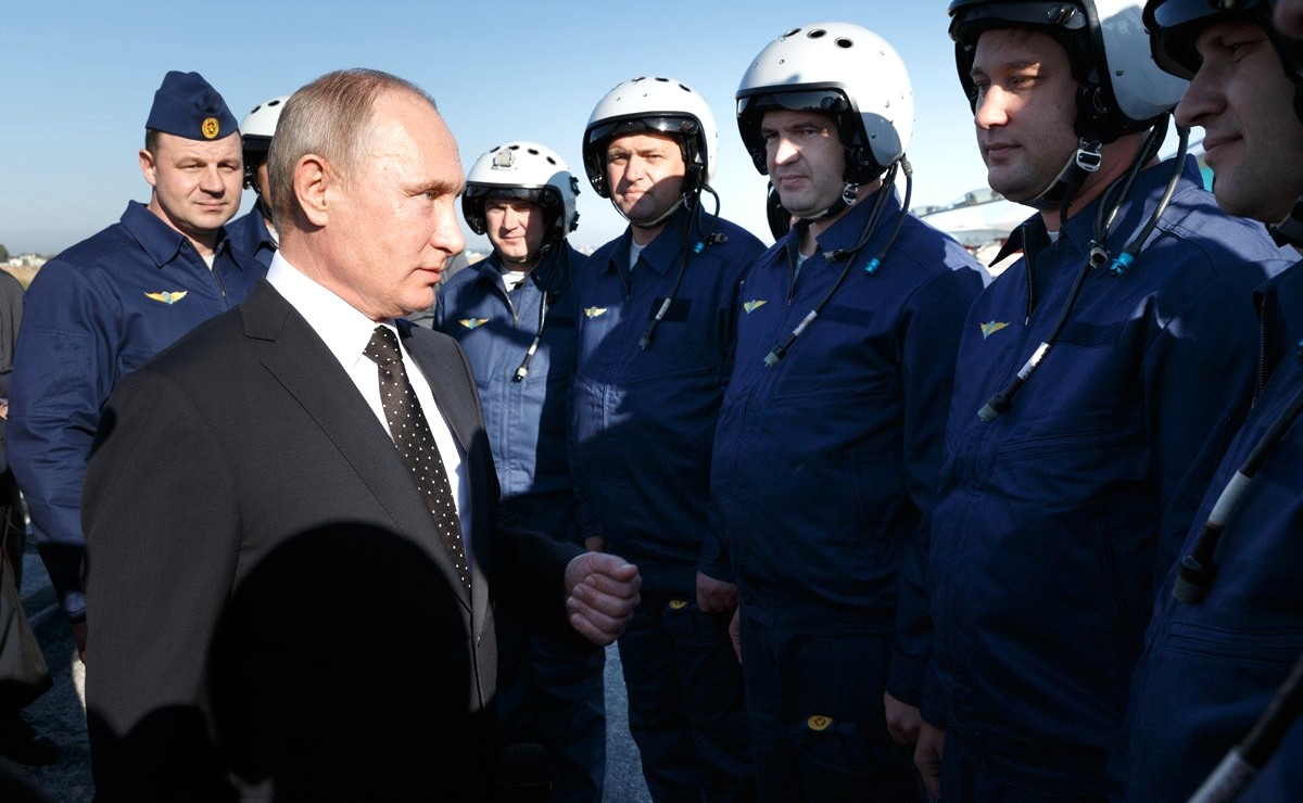 Vladimir Putin in Khmeimim Air Base in Syria (2017-12-11) 14.jpg