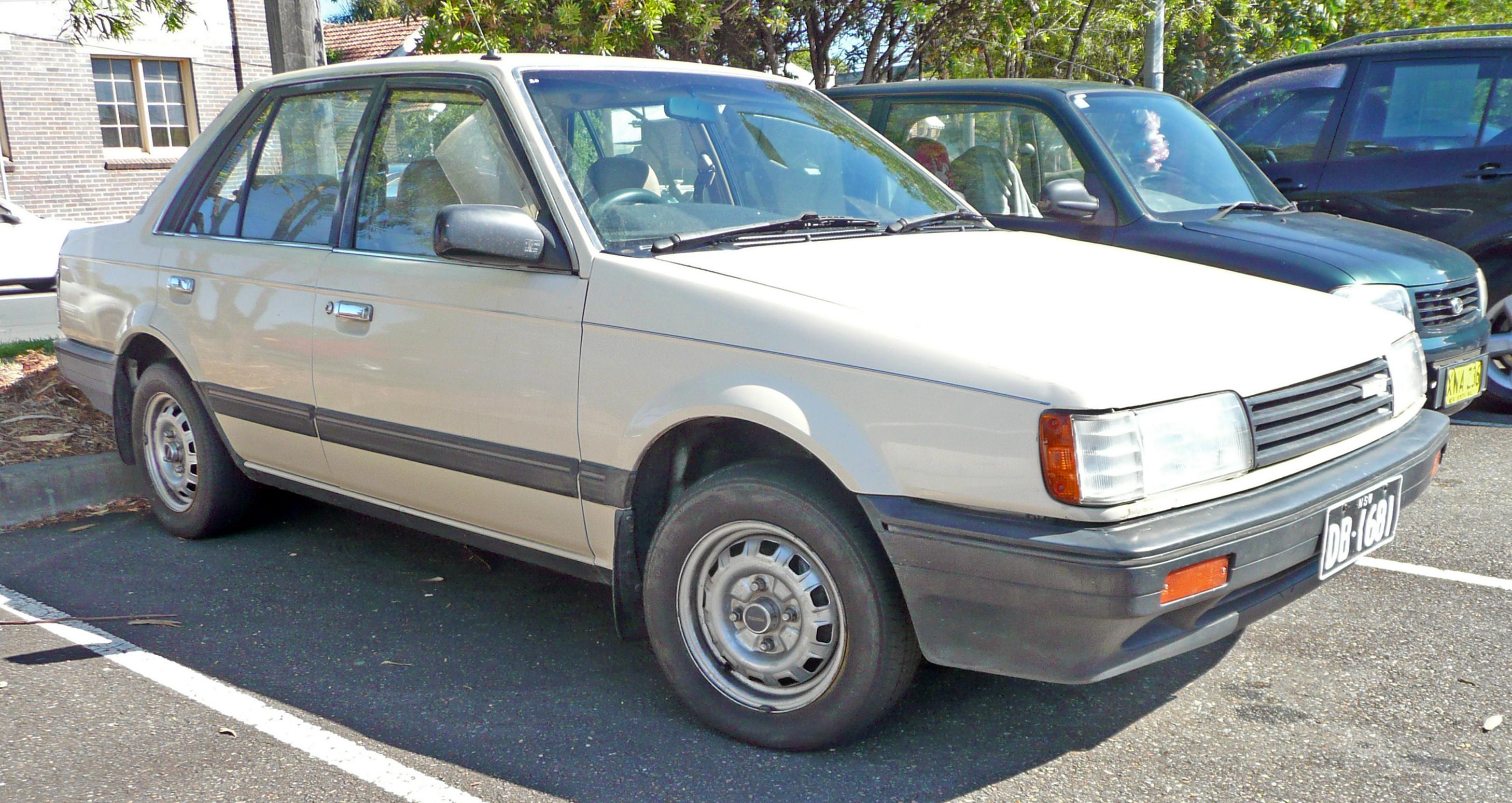 file:1986 mazda 323 (bf) super deluxe sedan (2009-12-03)