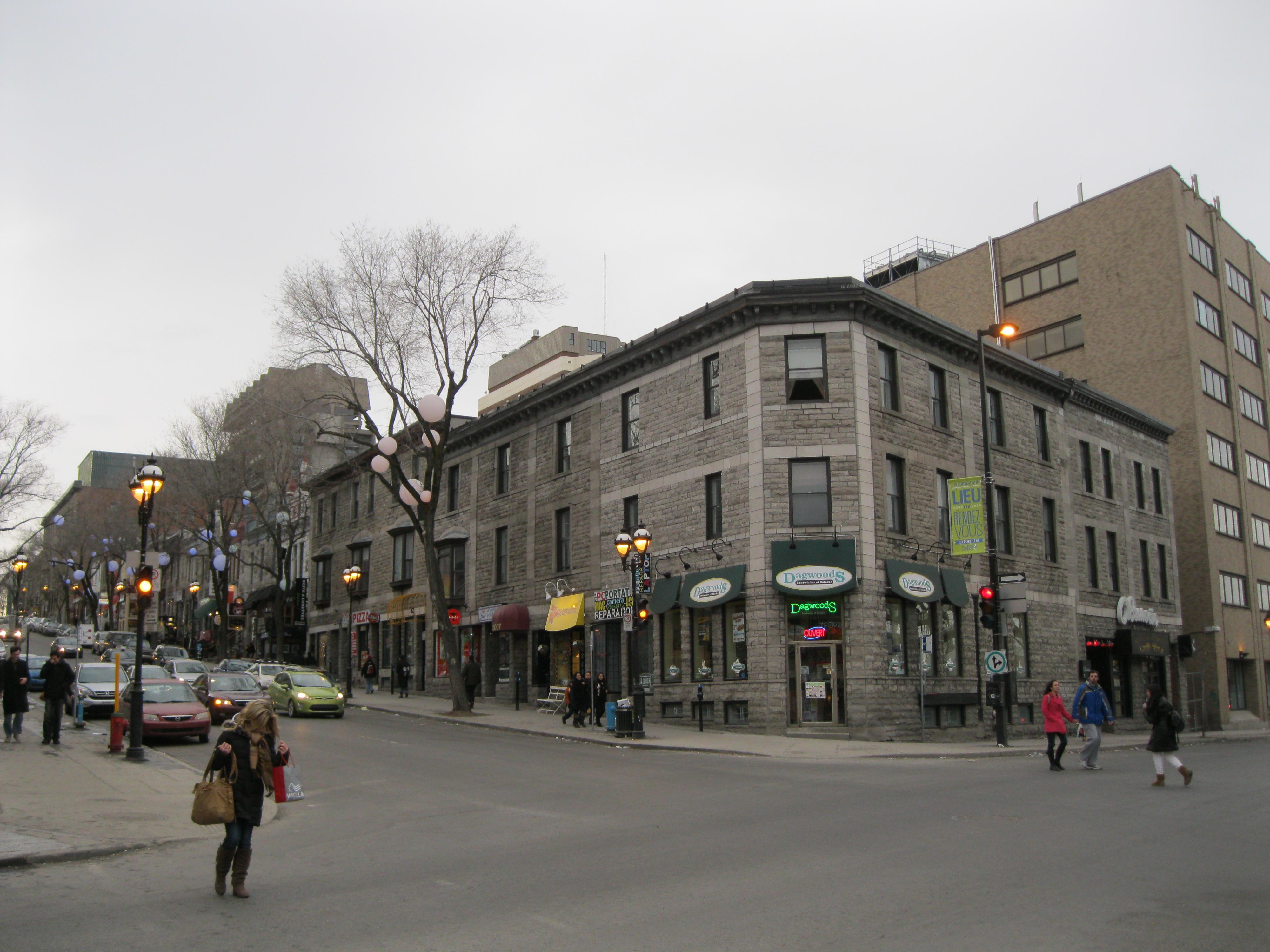 File 2001 rue saint denis montreal jpg wikimedia commons for Meubles montreal st denis