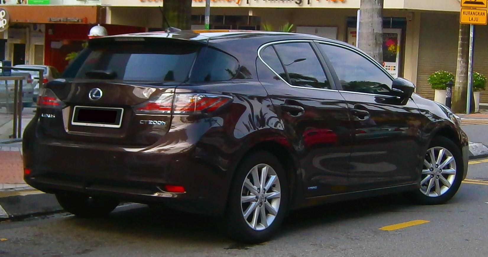 File:2013 Lexus CT 200h In Bangsar, Kuala Lumpur (02)